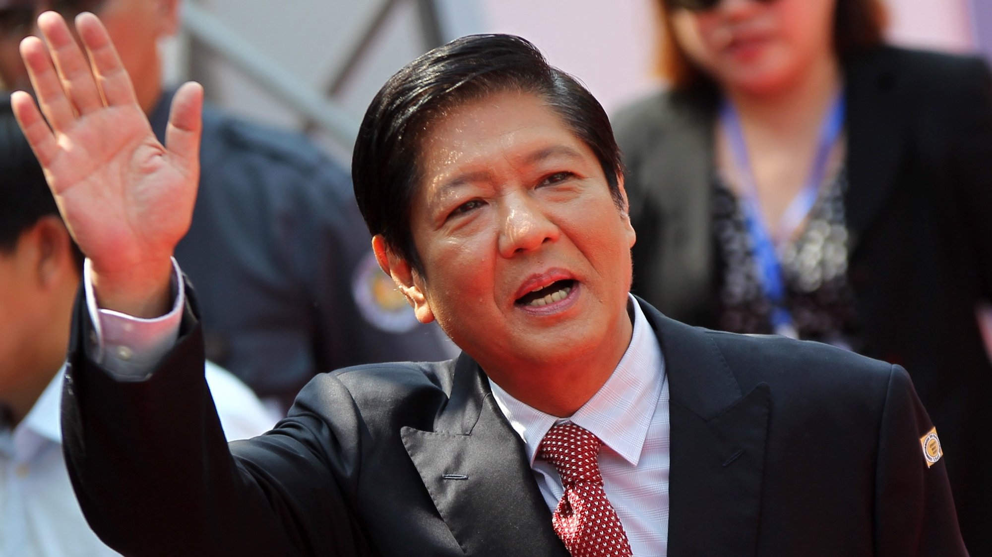 epa07590715 Ferdinand 'Bongbong' Marcos Junior (C), son of late dictator Ferdinand Marcos, arrives to attend the proclamation ceremony of his sister, Senator-elect Imee Marcos (not pictured) in Manila, Philippines, 22 May 2019. According to reports, the Commission on Elections (Comelec), sitting as the National Board of Canvassers (NBOC), officially proclaimed all 12 senators-elect, nine days after the 13 May Philippine midterm polls.  EPA/RODEL LUMIARES