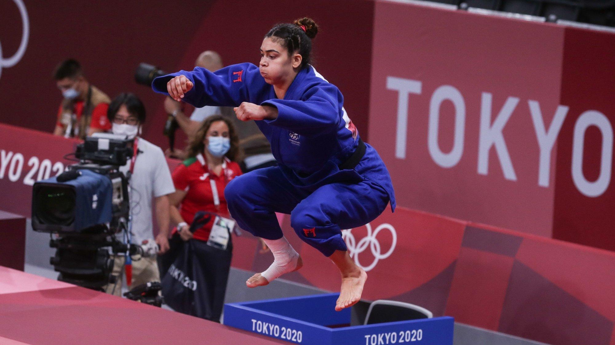 A judoca portuguesa Patricia Sampaio em ação durante o primeiro combate na categoria de -78 kg, com a venezuelana, Karen Leon nos Jogos Olimpicos de Tóquio2020, no Nipon Budokan de Tóquio, Japão, 29 de julho de 2021. TIAGO PETINGA/LUSA