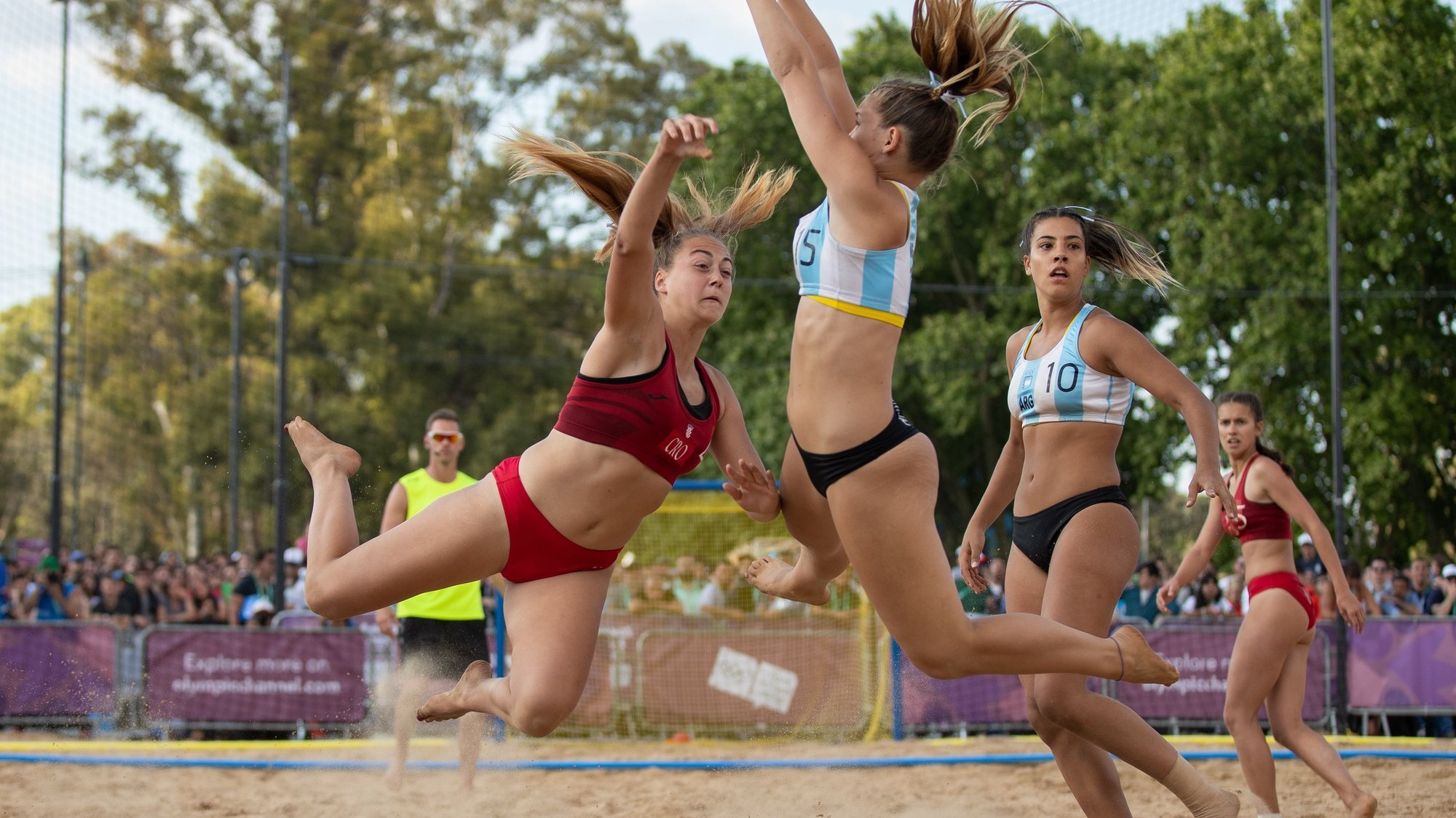 epa07091524 Jimena Riadigos of Argentina (C) in action during the Beach Handball Womens Tournament Final between Argentina and Croatia at The Beach Handball Arena, Tecnopolis Park during The Youth Olympic Games, Buenos Aires, Argentina, 13 October 2018.  EPA/Ian Walton for OIS/IOC  HANDOUT EDITORIAL USE ONLY