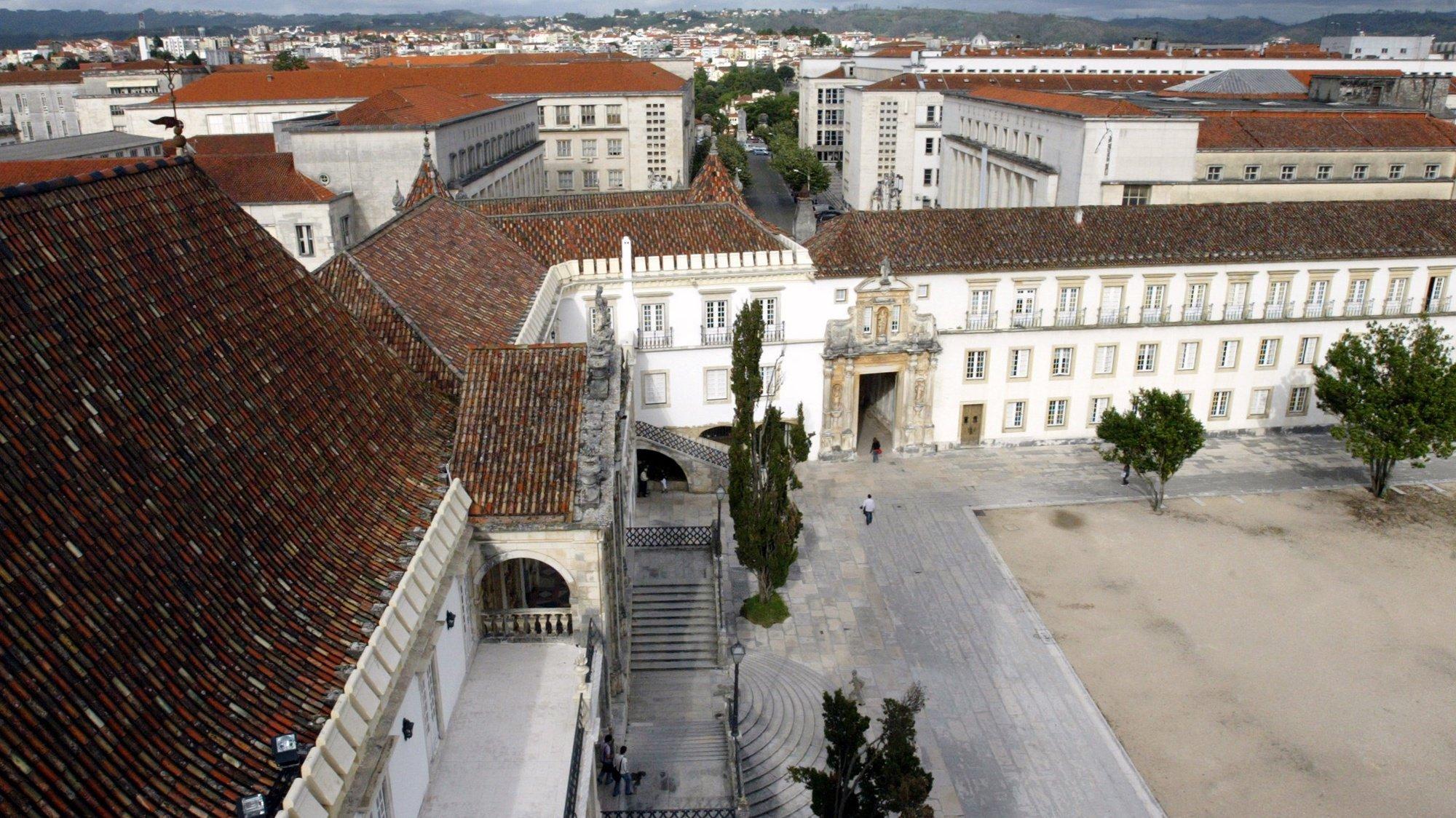 Vista geral da reitoria da Universidade de Coimbra, a 19 de Abril de 2007. PAULO NOVAIS / LUSA