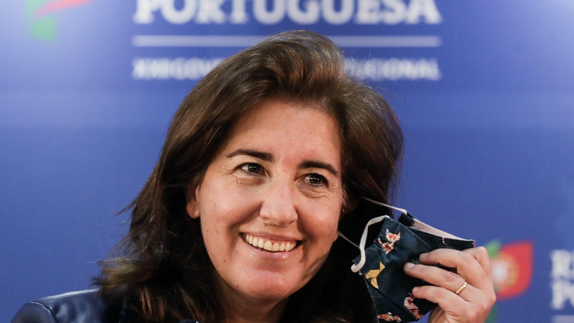 A ministra do Trabalho, Solidariedade e Segurança Social, Ana Mendes Godinho, chega para falar numa conferência de imprensa sobre o balanço dos apoios sociais, na sede do ministério em Lisboa, 02 de abril de 2021. TIAGO PETINGA/LUSA