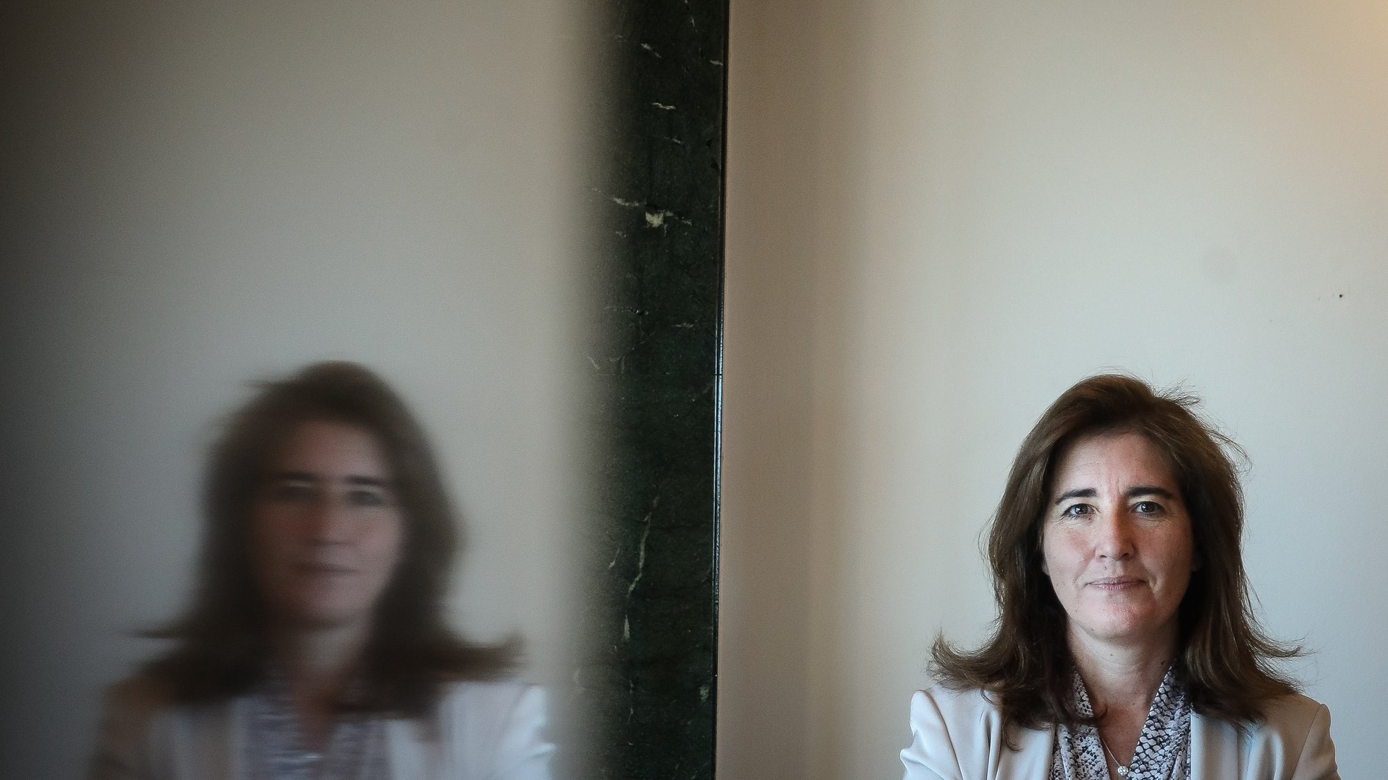 A ministra do Trabalho, Solidariedade e Segurança Social, Ana Mendes Godinho, posa para a fotografia durante uma entrevista à agência Lusa, em Lisboa, 02 de julho de 2021. (ACOMPANHA TEXTO DA LUSA DO DIA 04 DE JULHO DE 2021). MÁRIO CRUZ/LUSA