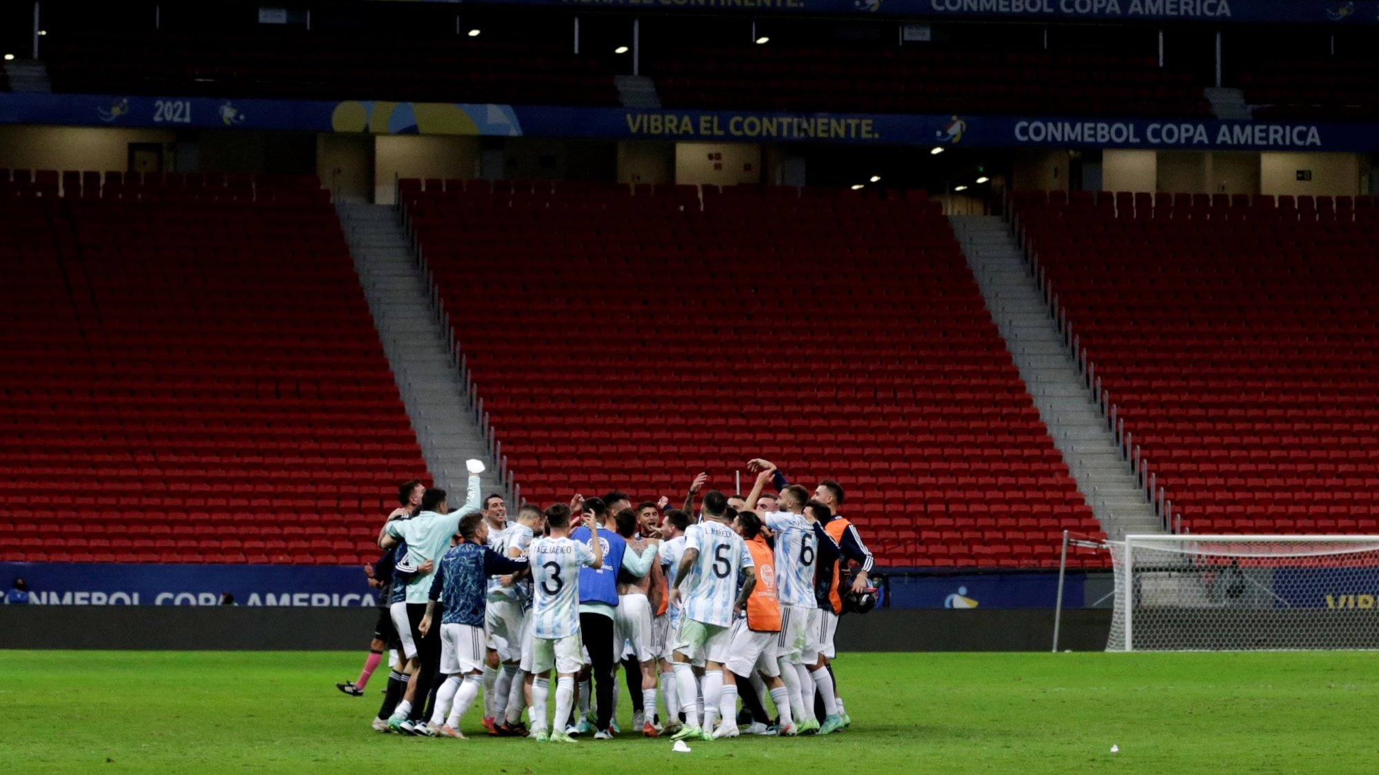 epa09327677 Argentina's players celebrate after defeating Colombia in the penalty shootout, at the conclusion of the Copa America semifinal soccer match between Argentina and Colombia at Mane Garrincha stadium in Brasilia, Brazil, 06 July 2021.  EPA/FERNANDO BIZERRA