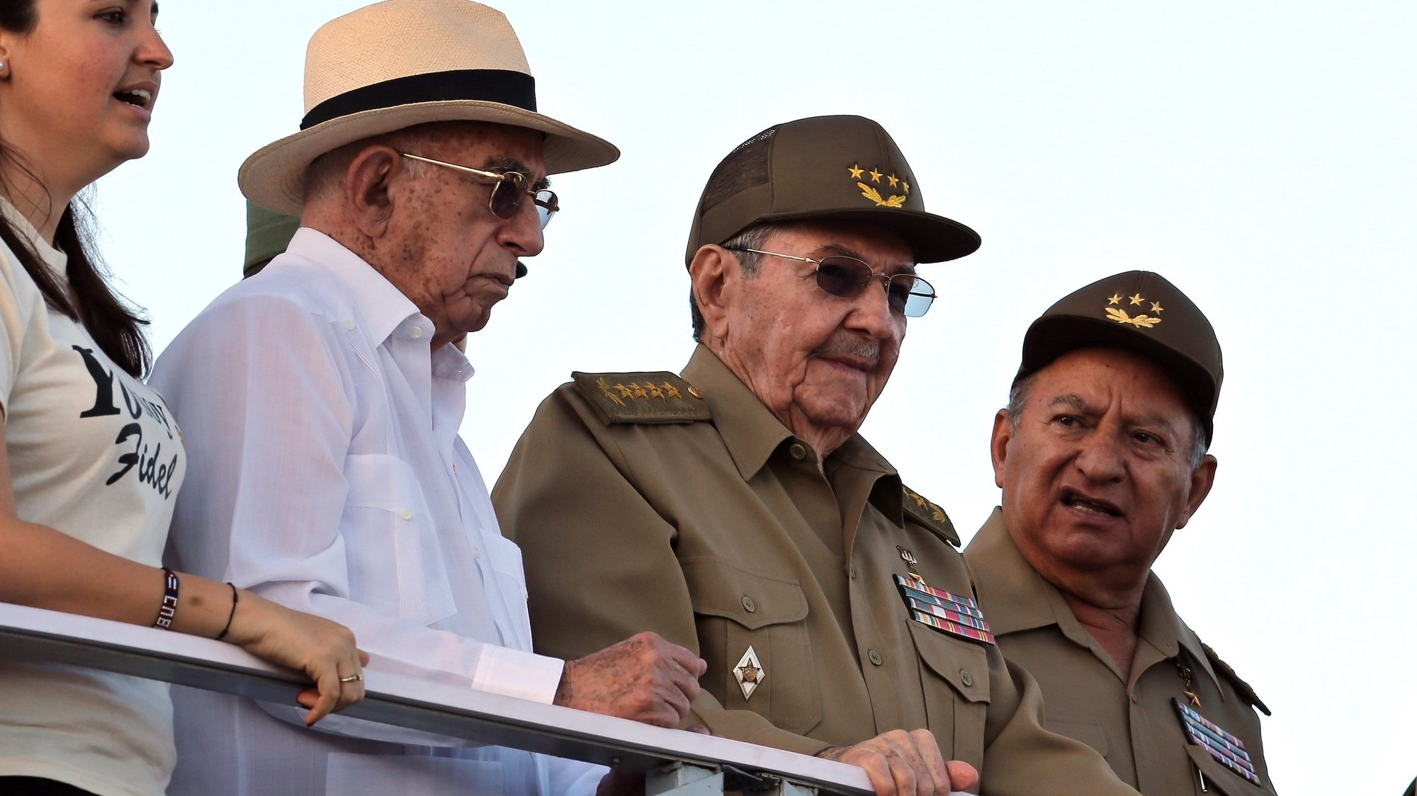 epa05695209 Cuban President Raul Castro (2-R), with Comunist Party under secretary Jose Ramon Machado (2-L), Revolutionary Army Forces minister Leopoldo Cintra Frias (R) and President of the Universitary Students Federation Jennifer Bella (L) attend the military parade on the occasion of the 58th anniversary of the Cuban Revolution, at the Revolution Square, in Havana, Cuba, 02 January 2017. The military parade and march of the 'combative people' is dedicated to former Cuban leader Fidel Castro, who died last November 2016.  EPA/ALEJANDRO ERNESTO