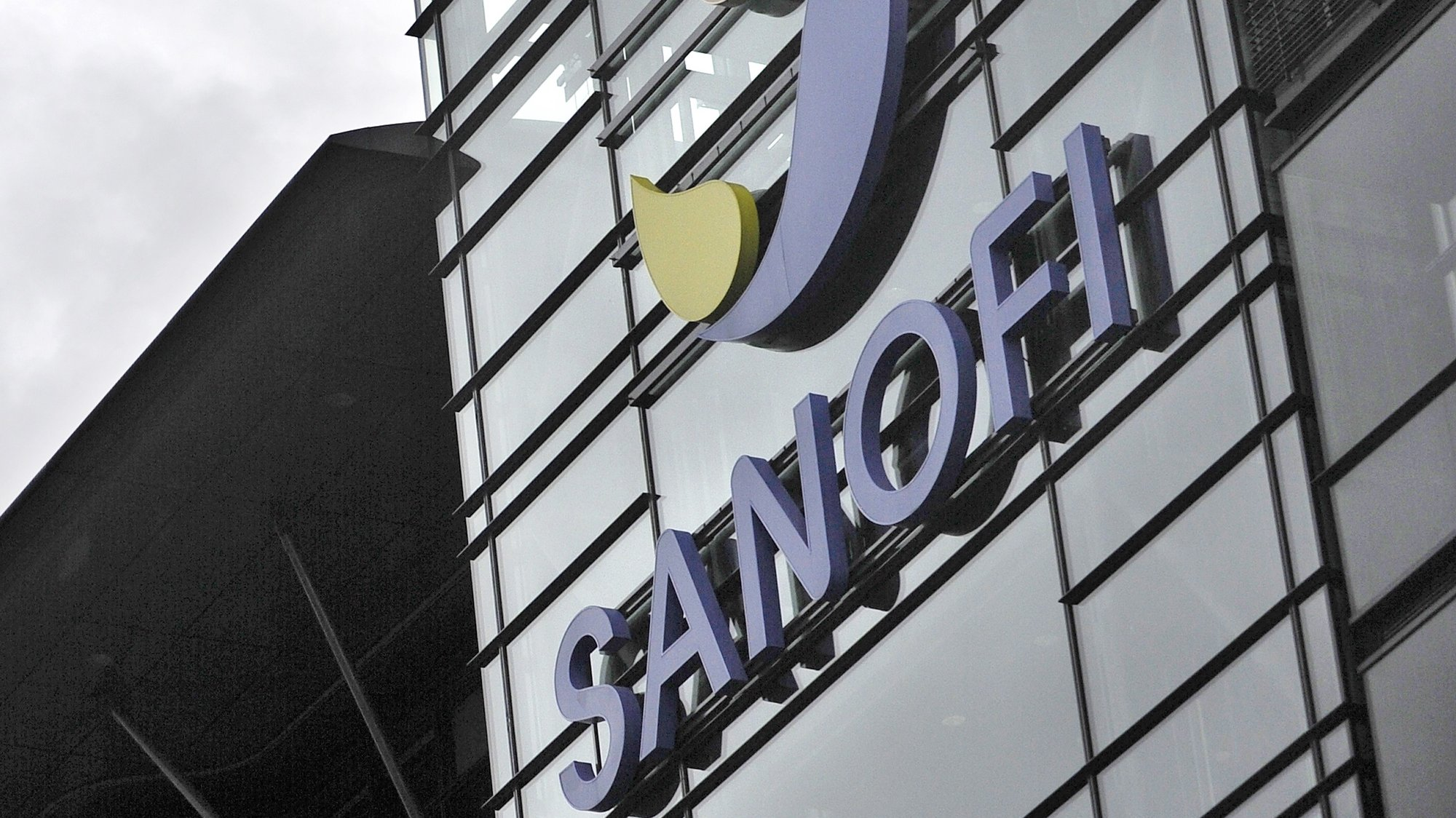 epa08876616 (FILE) - A general view of the drug manufacturer Sanofi's office in Paris, France, 25 September 2012 (reissued 11 December 2020). France's Sanofi and Britain's GSK announced on 11 December that their Covid-19 vaccines will not be ready until the end of 2021 following a low immune response in older adults.  EPA/YOAN VALAT