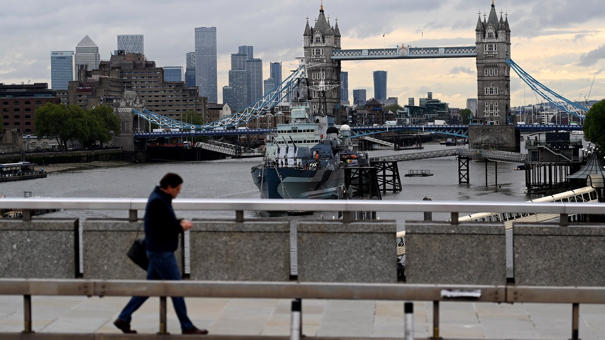 epa09226476 A pedestrian walks over London Bridge in central London, Britain, 25 May 2021. Britain's national debt has risen to its highest figure since the 1960's according to official data. The UK borrowed £37.7bn in April, the second highest April figures on record.  EPA/ANDY RAIN