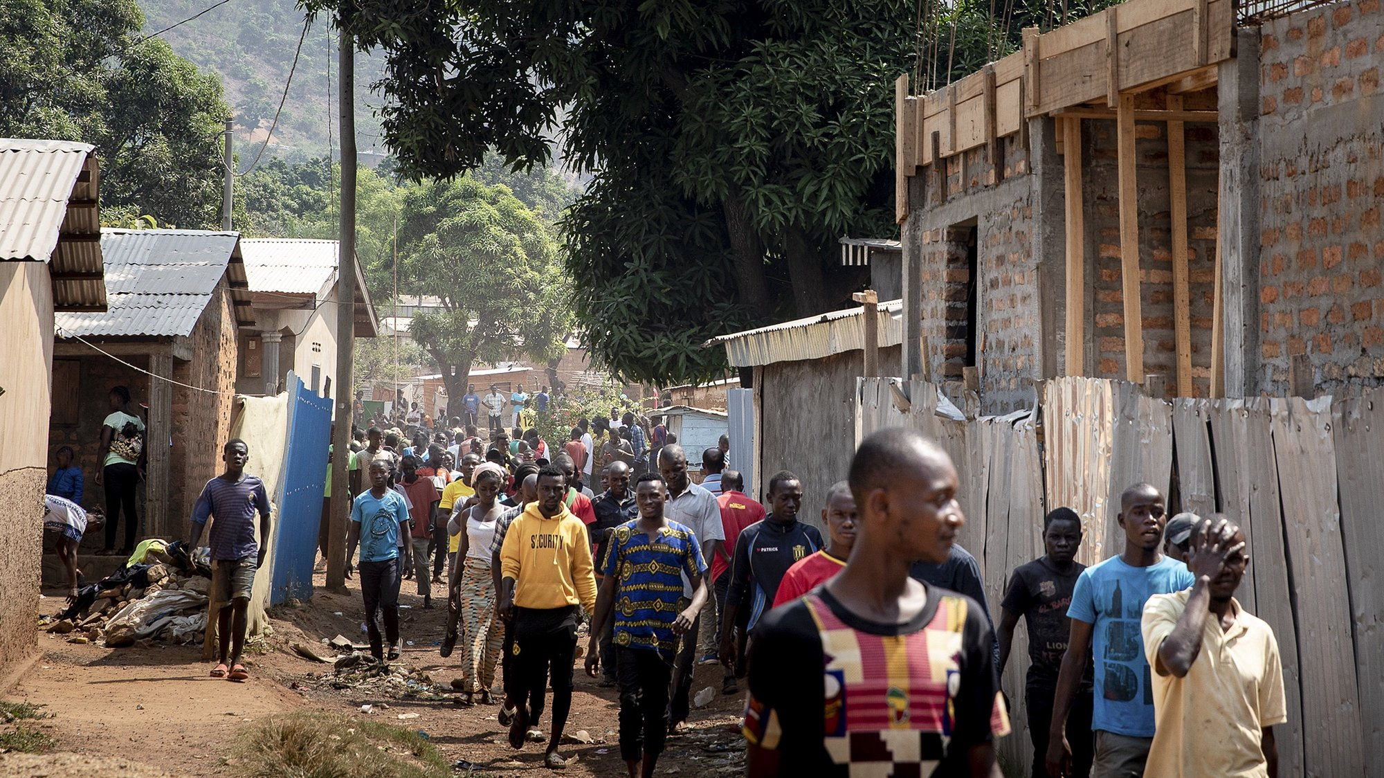 epa08934878 Central Africans walk in the neighborhood during a respite from fighting where at approximately 6 am a couple hundred rebel fighters attacked and faced Central African Forces and the UN MINUSCA in the capital Bangui at the North entrance of pk12, the Central African Republic, 13 January 2021.  According to Prime Minister Firmin Ngrebada rebel attackers came in large numbers to take Bangui but were pushed back. The fighting comes in the wake of the disputed 27 December election where rebel groups have launched attacks on towns outside Bangui and now launched an attack on the capital.  EPA/ADRIENNE SURPRENANT