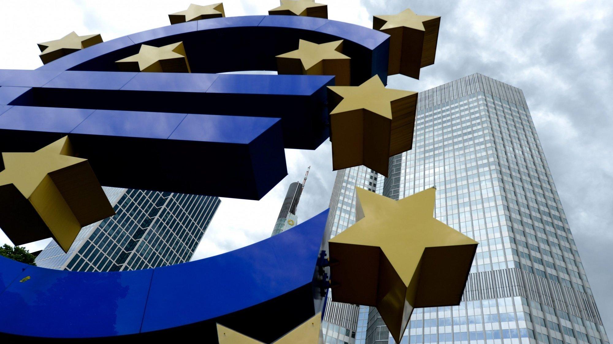 Escultura do Euro no Banco Central Europeu