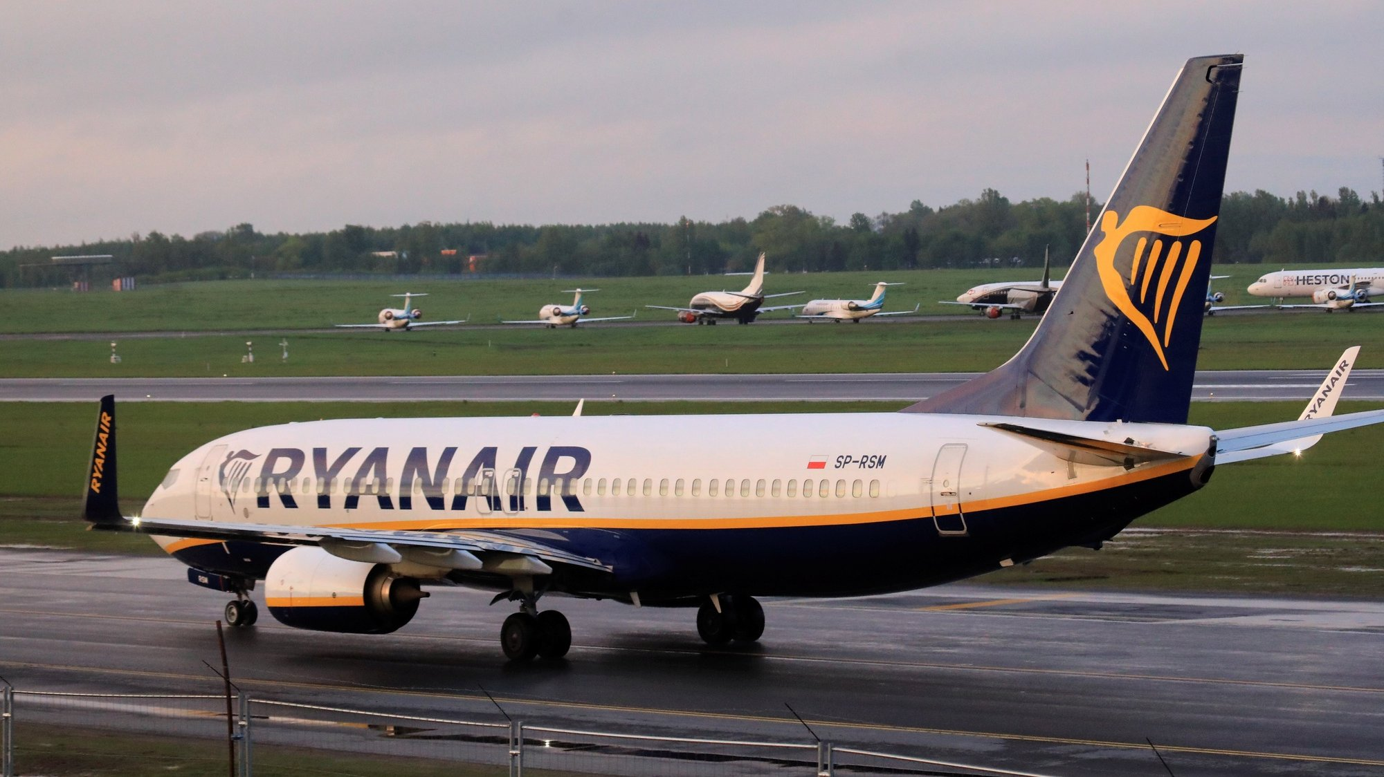 epa09224278 A Ryanair Boeing 737-800 lands in the Vilnius International Airport, in Vilnius, Lithuania, 23 May 2021. As Ryanair spokeswoman said, 'the aircraft carrying scores of passengers from Athens to Vilnius was diverted to the Belarusian capital under the escort of a Mig-29 fighter jet after its crew was notified by authorities in Minsk of a 'potential security threat on board'. A Ryanair flight from Athens, Greece to Vilnius, Lithuania, with Belarus' opposition journalist Roman Protasevich onboard, has been diverted and forced to land in Minsk on 23 May 2021, after alleged bomb threat. Protasevich was detained by Belarusian Police after landing, as Belarusian Human Rights Center 'Viasna' reports and Lithuanian President Gitanas Nauseda demanded immediate release of Protasevich.  EPA/STRINGER