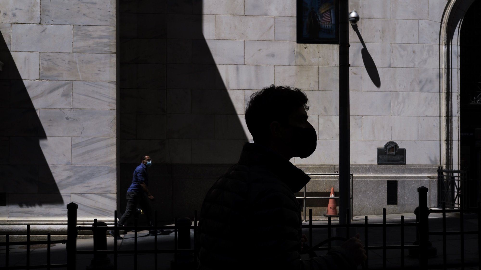 epa09162377 A person walks by the New York Stock Exchange in New York, New York, USA, 26 April 2021.  EPA/JUSTIN LANE