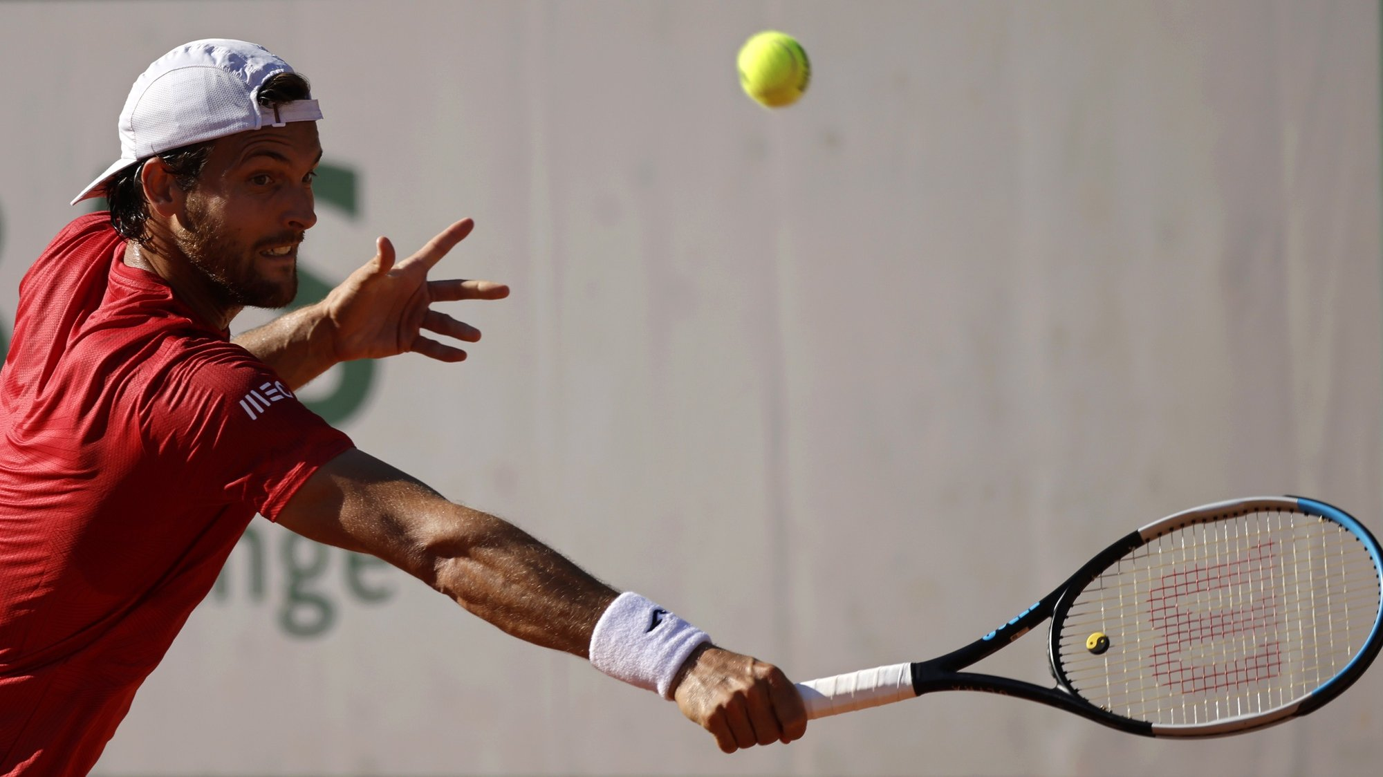 epa09239466 Joao Sousa of Portugal in action against Taylor Fritz of the USA during their first round match at the French Open tennis tournament at Roland Garros in Paris, France, 31 May 2021.  EPA/YOAN VALAT