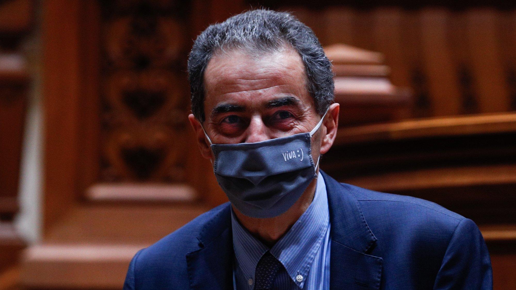 O ministro da Ciência, Tecnologia e Ensino Superior, Manuel Heitor, à sua chegada para a audição na Comissão de Orçamento e Finanças, no âmbito da apreciação na especialidade do Orçamento do Estado de 2021 (OE2021) que decorreu na  na Assembleia da República, em Lisboa, 29 de outubro de 2020. ANTÓNIO COTRIM/LUSA