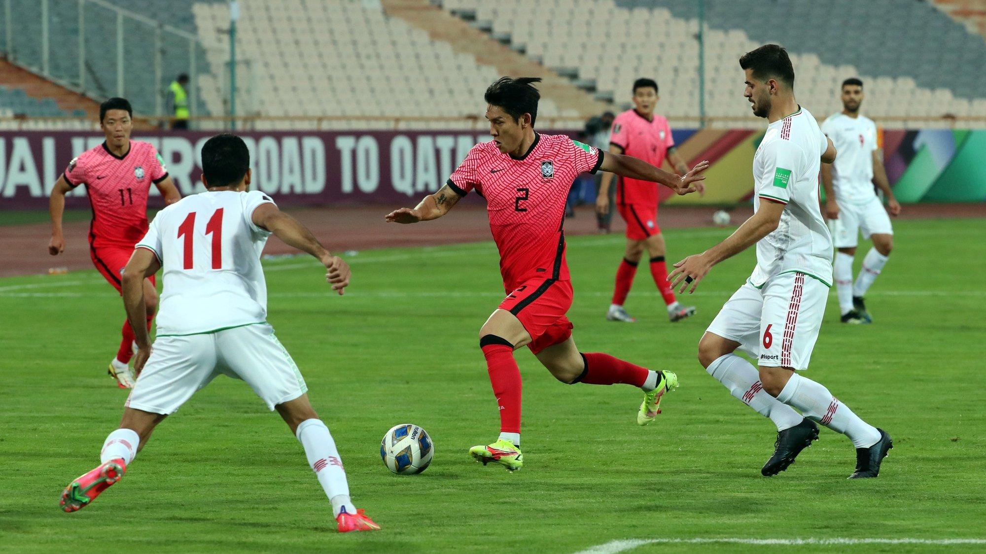 epa09520114 Iran's Vahid Amiri (L) in action against South Korea's Lee Yong (C) during the FIFA World Cup 2022 qualifying soccer matchbetween Iran and South Korea at the Azadi Stadium in Tehran, Iran, 12 October 2021.  EPA/ABEDIN TAHERKENAREH