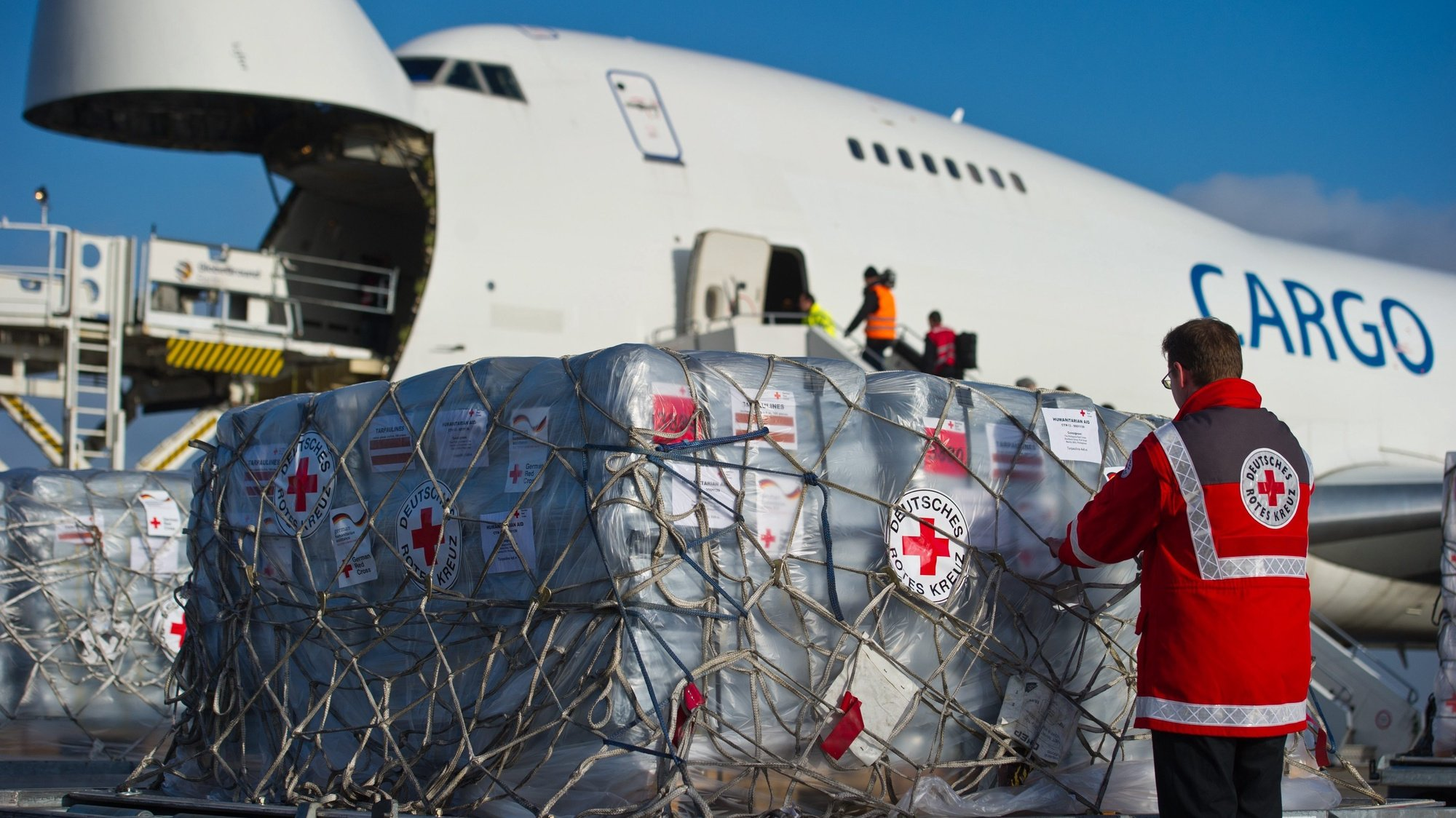 epa03947921 Relief supplies for the victims of the typhoon in the Philippines are loaded into an aircraft at Schoenfeld Airport in Schoenefeld, Germany, 13 November 2013. 70 tons of freight are sent by the German Red Cross and the Federal Agency for Technical Relief to the Cebu region that has been hit the worst by the typhoon.  EPA/PATRICK PLEUL