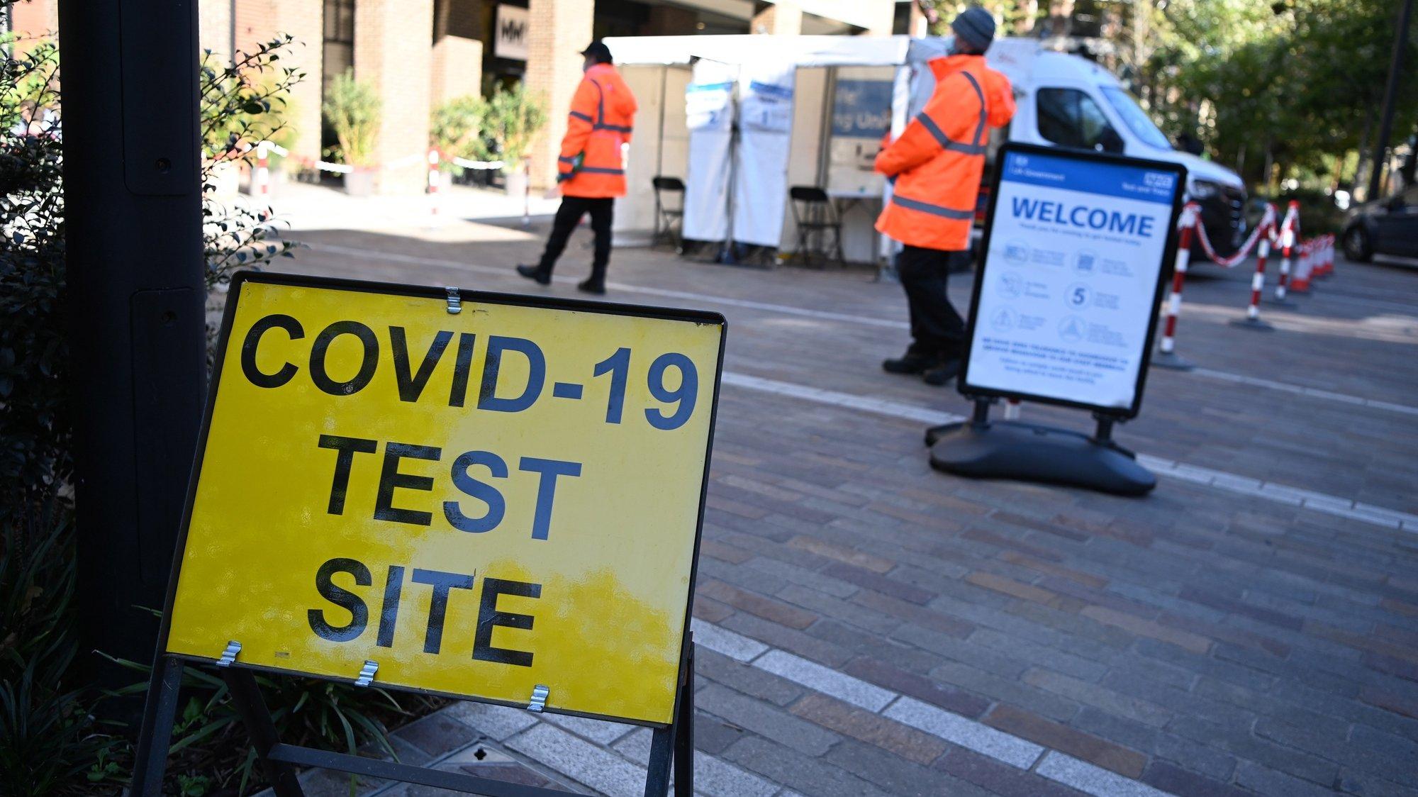 Centro de testes PCR à Covid-19 em Londres, Reino Unido.