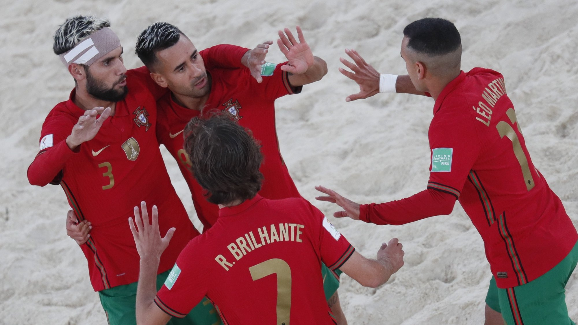 epa09427901 Players of Portugal celebrate goal during the FIFA Beach Soccer World Cup 2021 match between Portugal and Uruguay at Luzhniki Beach Soccer Stadium in Moscow, Russia 24 August 2021.  EPA/YURI KOCHETKOV