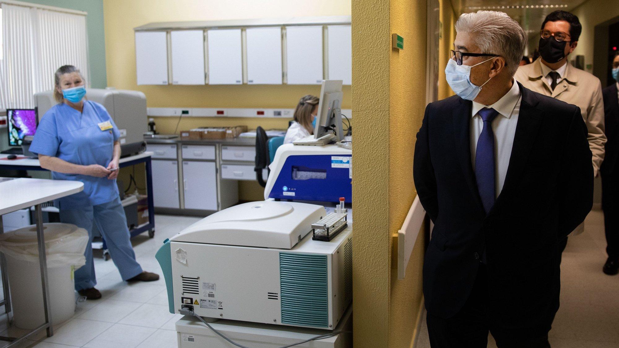 O secretário de Estado Adjunto e da Saúde, António Lacerda Sales, visita o Hospital Santo André no âmbito do acompanhamento da situação epidemiológica e resposta à pandemia de covid-19 no distrito de Leiria, 14 de dezembro de 2020. PAULO CUNHA/LUSA