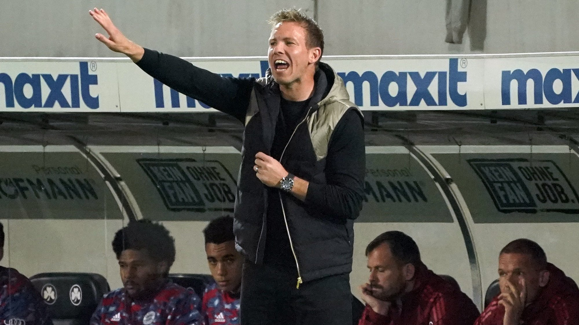 epa09486237 Munich's head coach Julian Nagelsmann reacts during the German Bundesliga soccer match between SpVgg Greuther Fuerth and FC Bayern Munich in Fuerth, Germany, 24 September 2021.  EPA/RONALD WITTEK CONDITIONS - ATTENTION: The DFL regulations prohibit any use of photographs as image sequences and/or quasi-video.