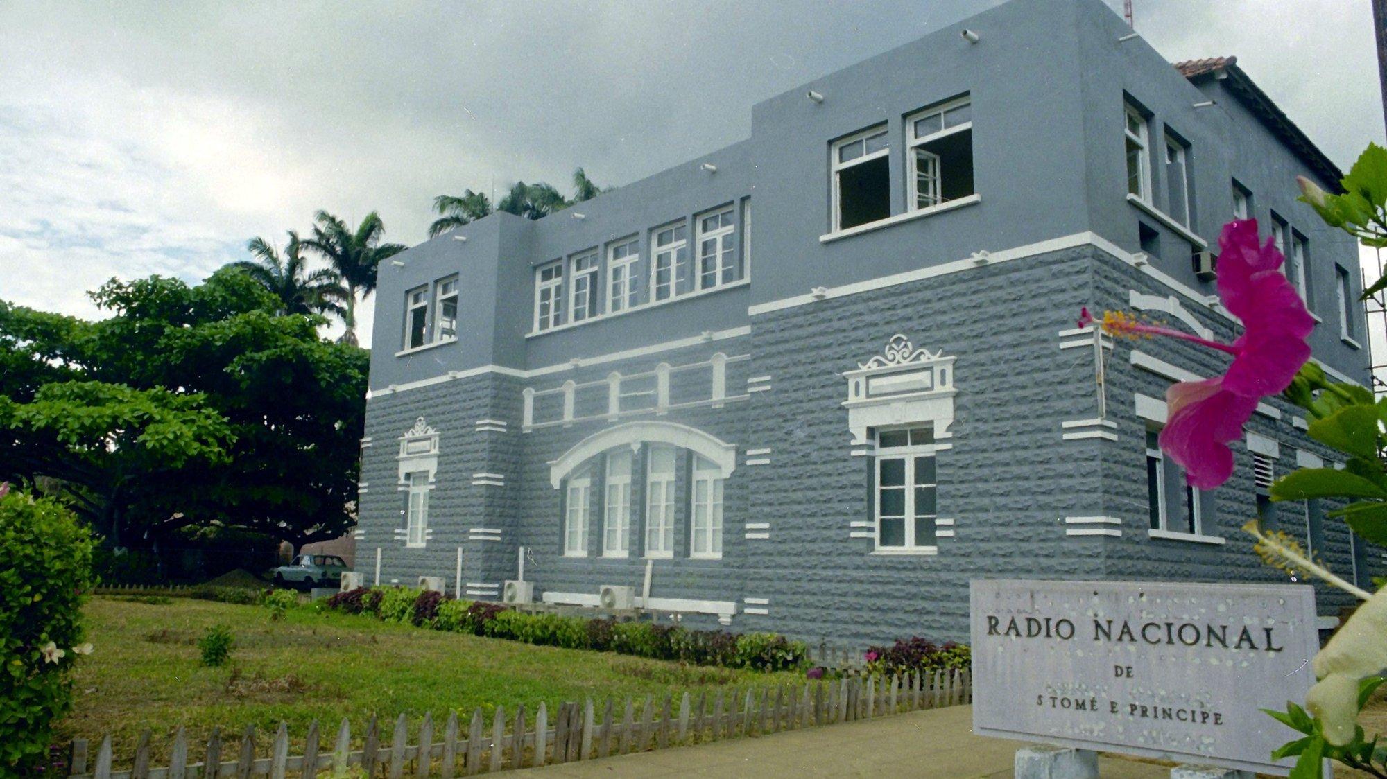 Edifício da Rádio Nacional de São Tomé e Príncipe. São Tomé , 28 de Setembro de 1994  Marcos Borga / Lusa