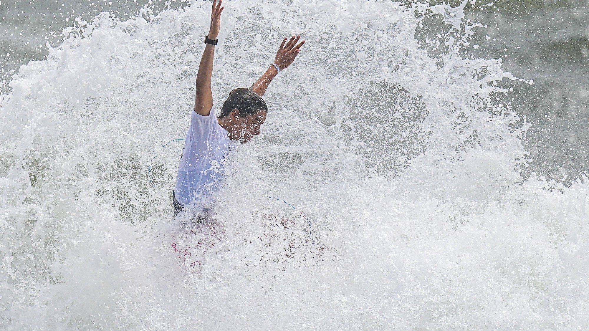 epa09365968 Teresa Bonvalot from Portugal surfs during the Women's Round 3 of the Surfing events of the Tokyo 2020 Olympic Games at the Tsurigasaki Surfing? Beach in Ichinomiya, Japan, 26 July 2021.  EPA/NIC BOTHMA