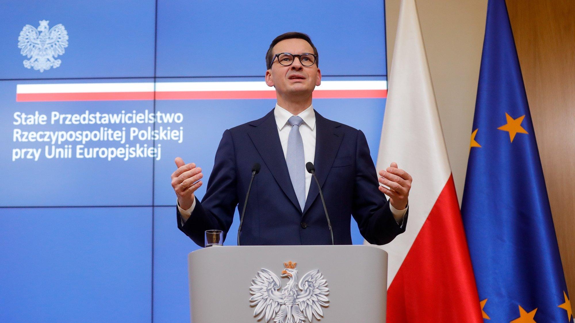 Mateusz Morawiecki dá uma Conferência de imprensa