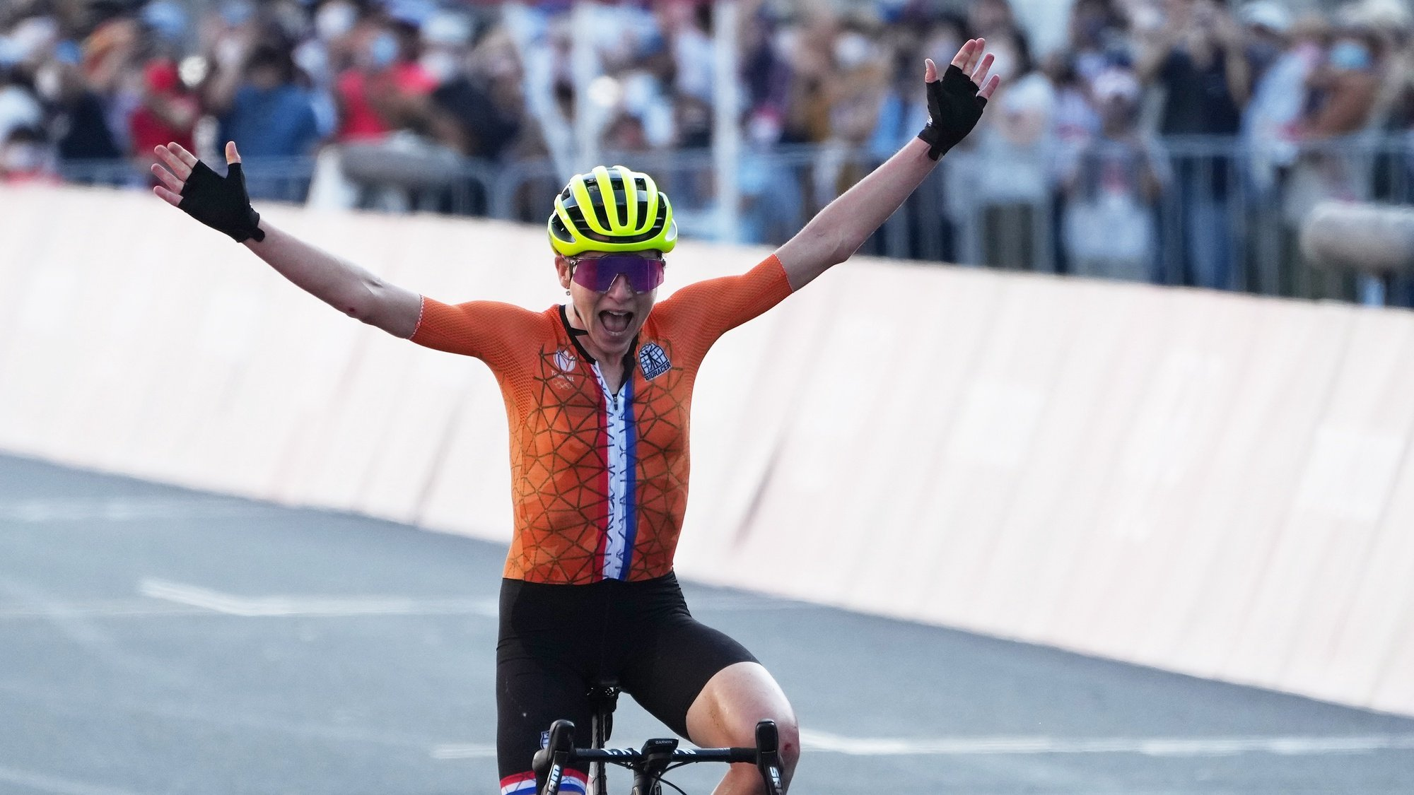 epa09364074 Annemiek van Vleuten of the Netherlands celebrates as she crosses the finish line in 4th place in the Women's Road Cycling race of the Tokyo 2020 Olympic Games at the Fuji International Speedway in Oyama, Japan, 25 July 2021.  EPA/CHRISTOPHER JUE