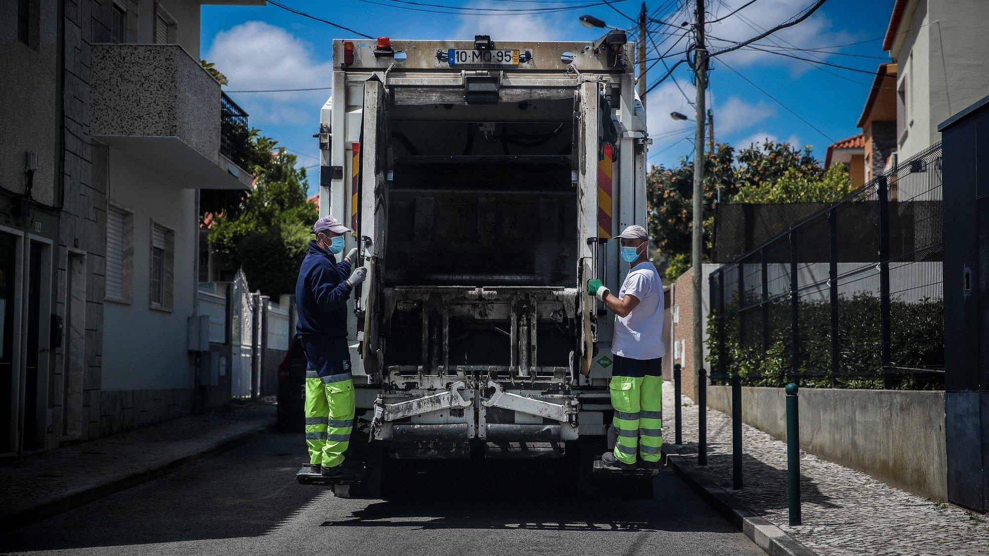 Equipa de recolha de lixo urbano