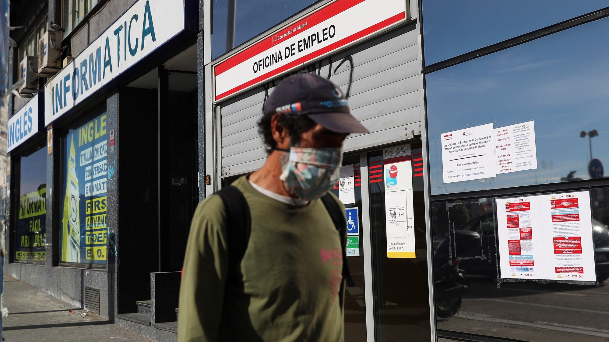 epa08402017 A man wearing a protective face mask walks past a public employment office in Madrid, Spain, 05 May 2020, amid the ongoing coronavirus COVID-19 pandemic. The number of unemployed people rose by 282,891 to reach 3.83 million in April, the highest figures reached in April since 2016. Spain is under lockdown in an attempt to fight the spread of the pandemic COVID-19 disease caused by the SARS-CoV-2 coronavirus.  EPA/RODRIGO JIMENEZ