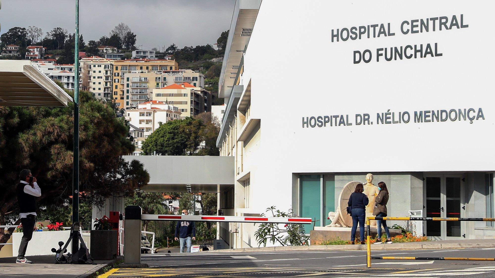 Fachada do Hospital Nélio Mendonça, que hoje recebeu a visita do presidente do Governo Regional da Madeira, para ver a nova unidade de internamento covid-19 da instituição hospitalar, no Funchal, 28 de janeiro de 2021. HOMEM DE GOUVEIA/LUSA
