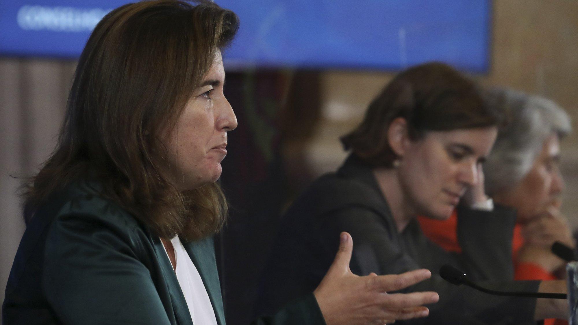 A ministra do Trabalho, Solidariedade e Segurança Social, Ana Mendes Godinho, fala aos jornalistas durante a conferência de imprensa no final da reunião do Conselho de Ministros, no Palácio da Ajuda, em Lisboa, 21 de outubro de 2021. ANTÓNIO COTRIM/LUSA
