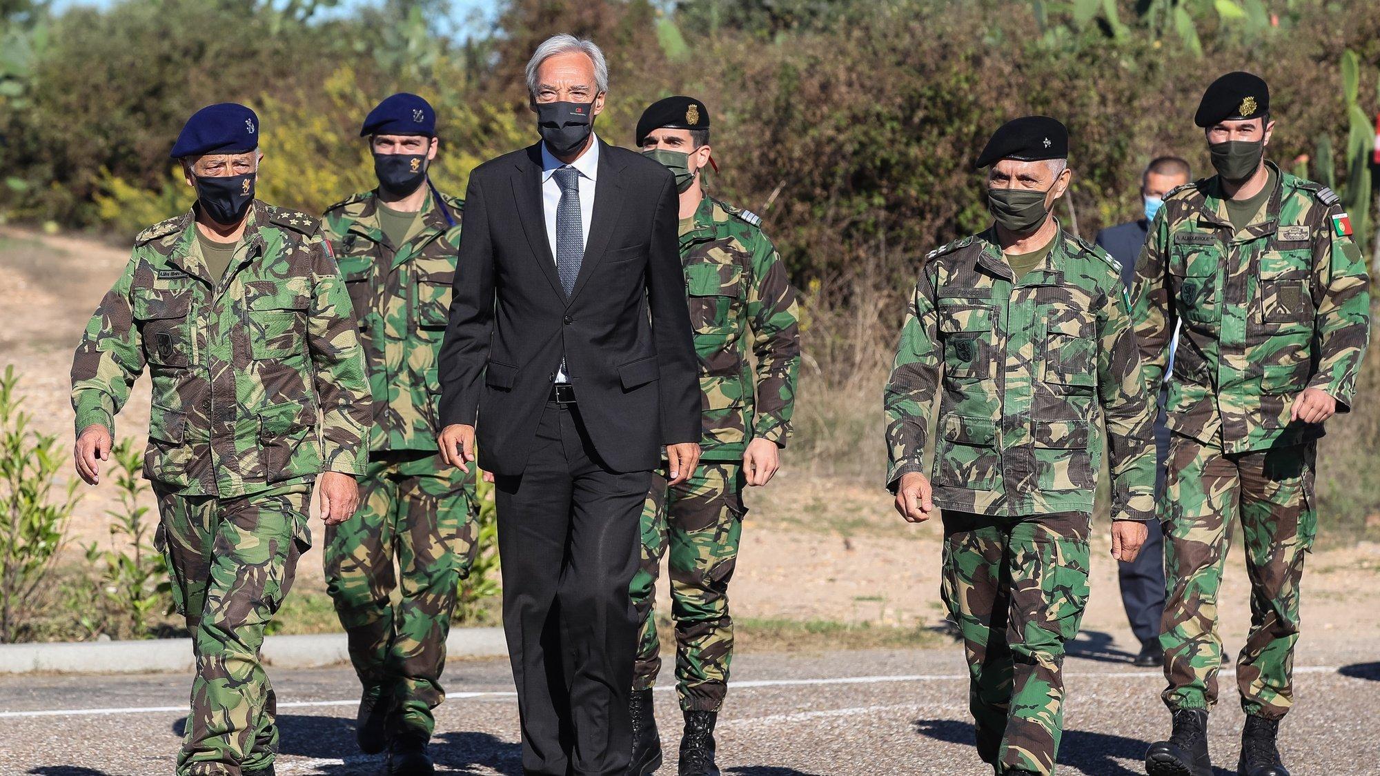 O ministro da Defesa, João Gomes Cravinho à chegada para a cerimónia de receção do Estandarte Nacional da 6.ª Força Nacional Destacada no Afeganistão, no âmbito da NATO Resolute Support Missionno, no Campo Militar de Santa Margarida, Constância, 29 de setembro de 2021. PAULO NOVAIS/LUSA