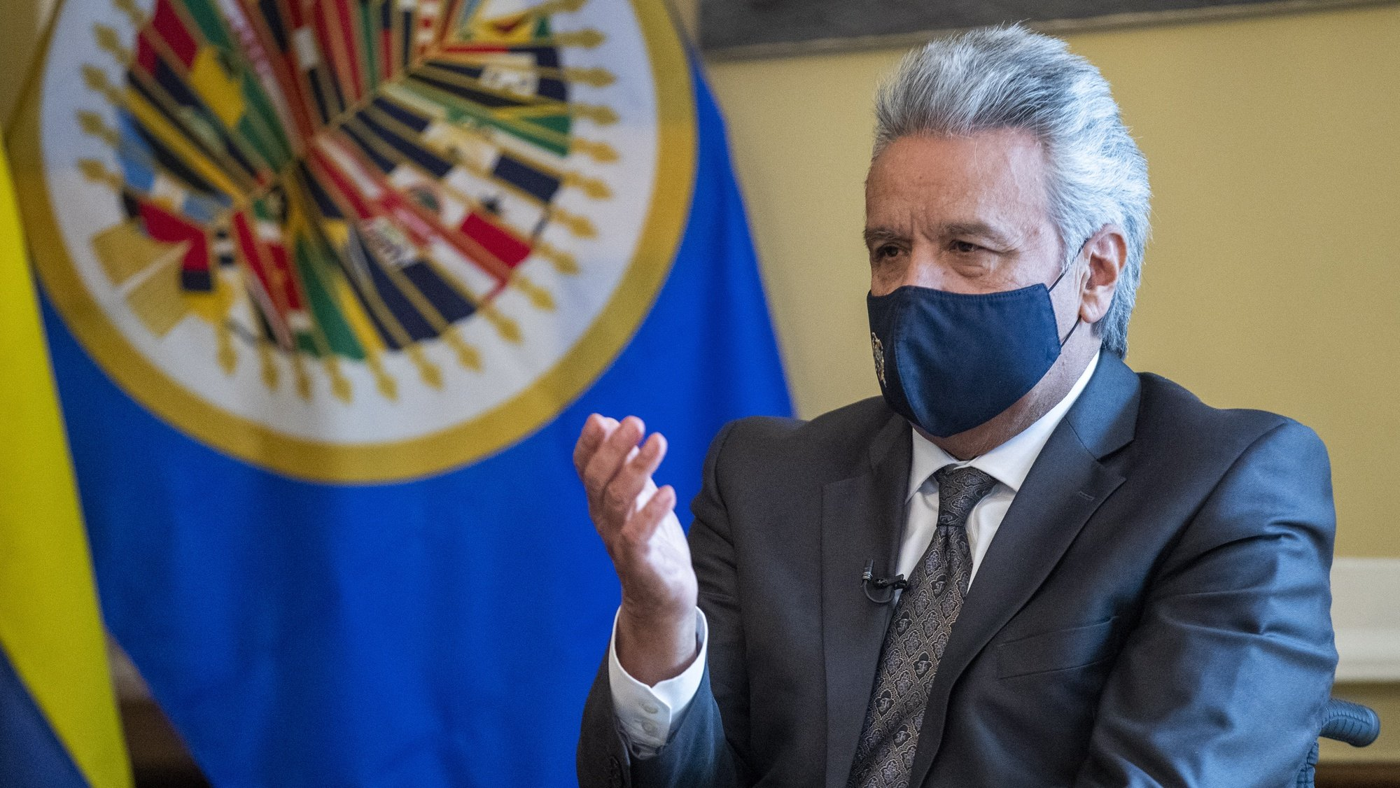 epa08969612 Ecuadorian President Lenin Moreno during a meeting with OAS Secretary General Luis Almagro at the Embassy of Ecuador in Washington, DC, USA, 27 January 2021. President Moreno, reaffirmed in Washington the alliance with multilateral organizations such as the International Monetary Fund (IMF), the World Bank (WB) and the Inter-American Development Bank (IDB) as a decision of the State before leaving power next May.  EPA/SHAWN THEW