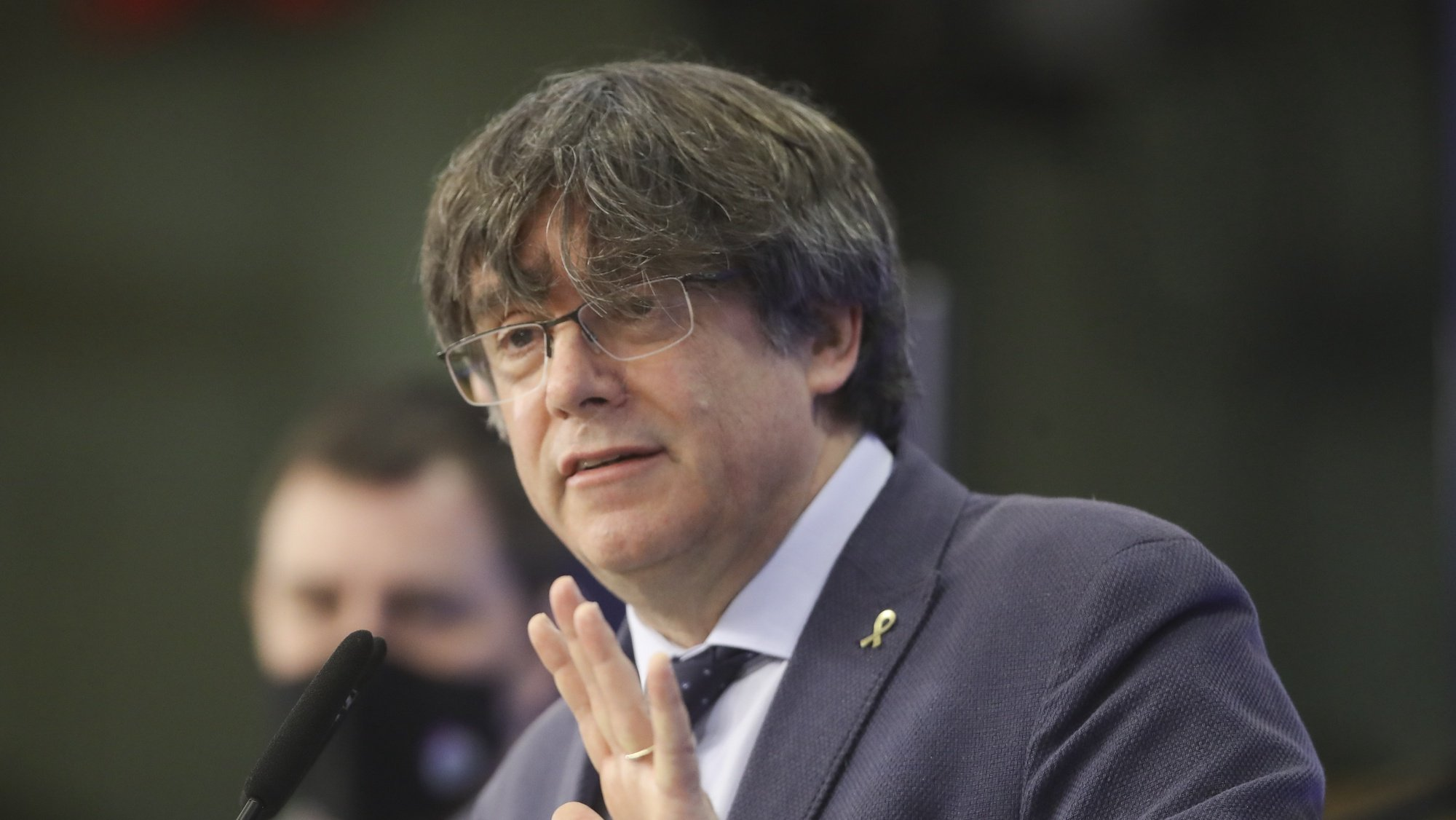 epa09033314 Former members of the Catalan government, now members of European Parliament Carles Puigdemont and Antoni Comin i Oliveres (L) attend a news conference on the lift of parliamentary immunity procedure by European Parliament in Brussels, Belgium, 24 February 2021.  EPA/OLIVIER HOSLET