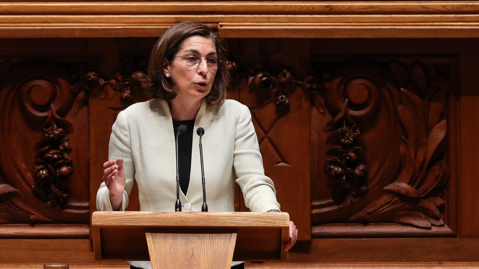 A líder parlamentar do PS, Ana Catarina Mendes, intervém durante o debate parlamentar que tem como tema principal o teletrabalho, na Assembleia da República, em Lisboa, 5 de maio de 2021. MÁRIO CRUZ/LUSA