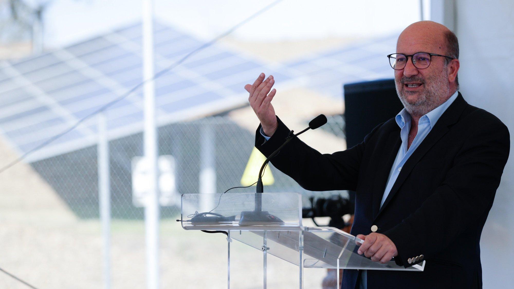 O ministro do Ambiente e da Ação  Climática, João Pedro Matos Fernandes, durante a inauguração da Central Fotovoltaica Riccardo Totta em Alcoutim, a maior central  fotovoltaica a operar em Portugal, Alcoutim, 09 de outubro de 2021. LUÍS FORRA/LUSA