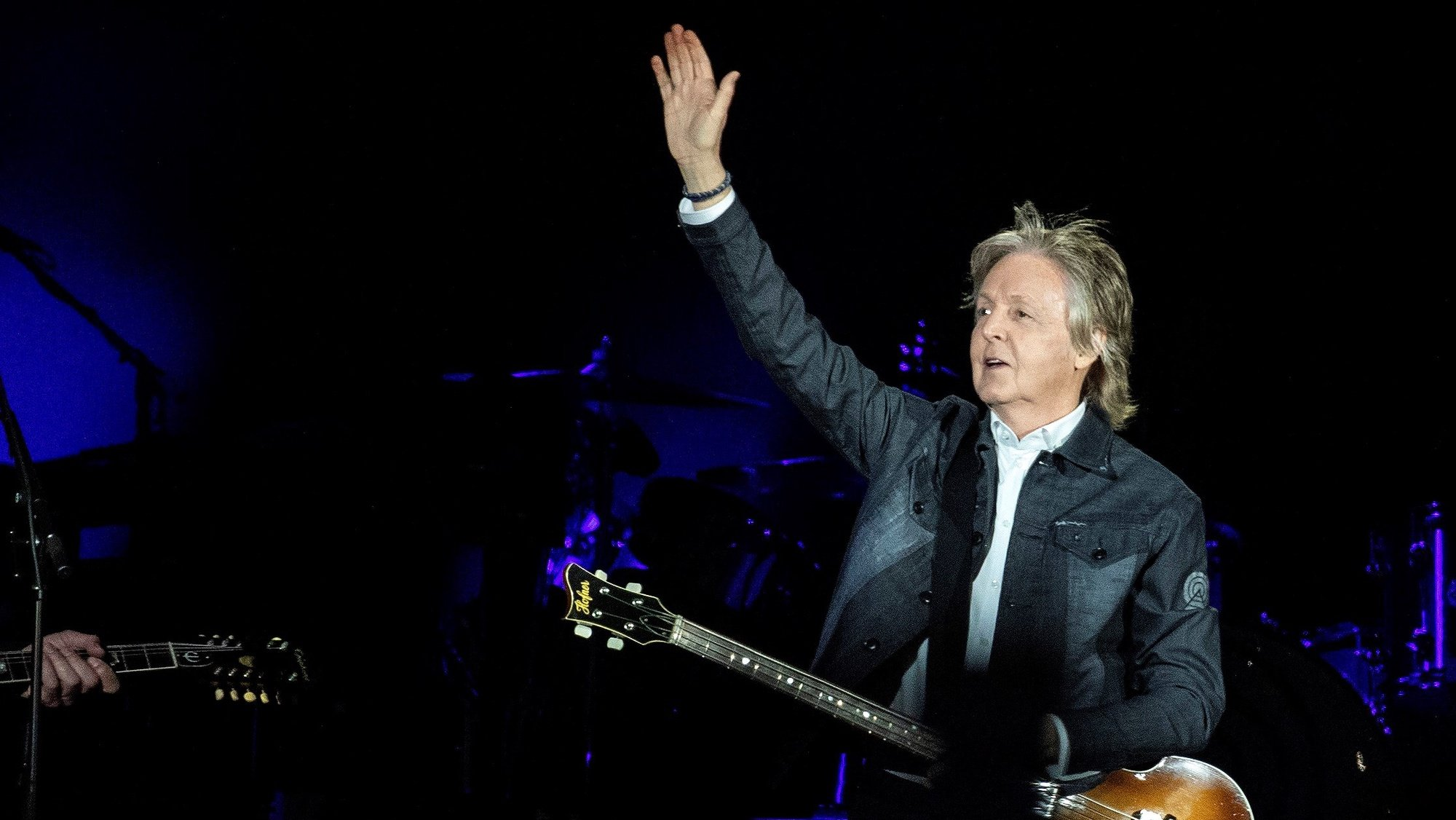 epa07466094 British singer Paul McCartney performs during the concert of the tour 'The Freshen Up' at the Allianz Parque in Sao Paulo, Brazil, 26 March 2019.  EPA/SEBASTIAO MOREIRA PHOTO TO BE USED SOLELY TO ILLUSTRATE NEWS REPORTING ON THE EVENT DEPICTED IN THIS IMAGE  NO SALES/NO ARCHIVES