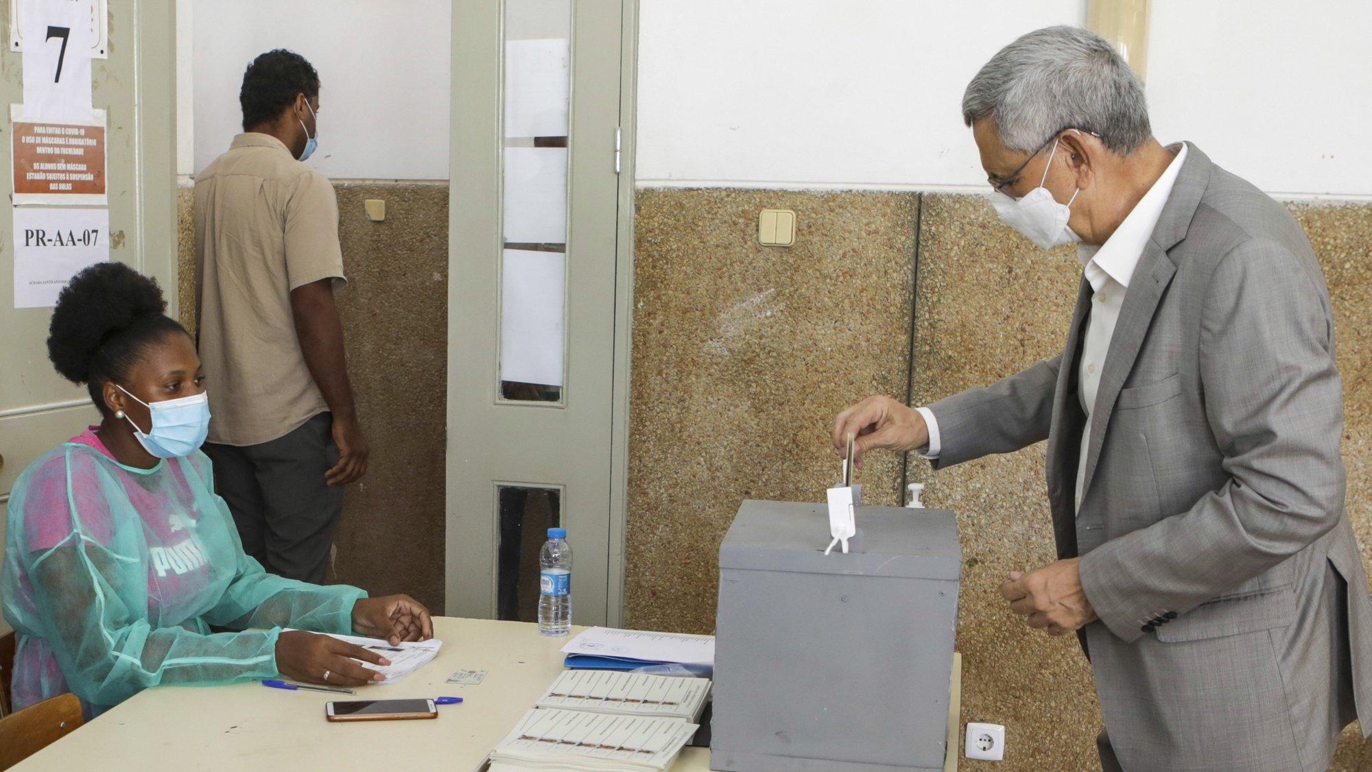 Jorge Carlos Fonseca, Presidente de Cabo Verde, que cumpre o segundo e último mandato, a votar nas eleições presidências de hoje, na  Cidade da Praia, 17 de outubro de 2021, ELTON MONTEIRO/LUSA
