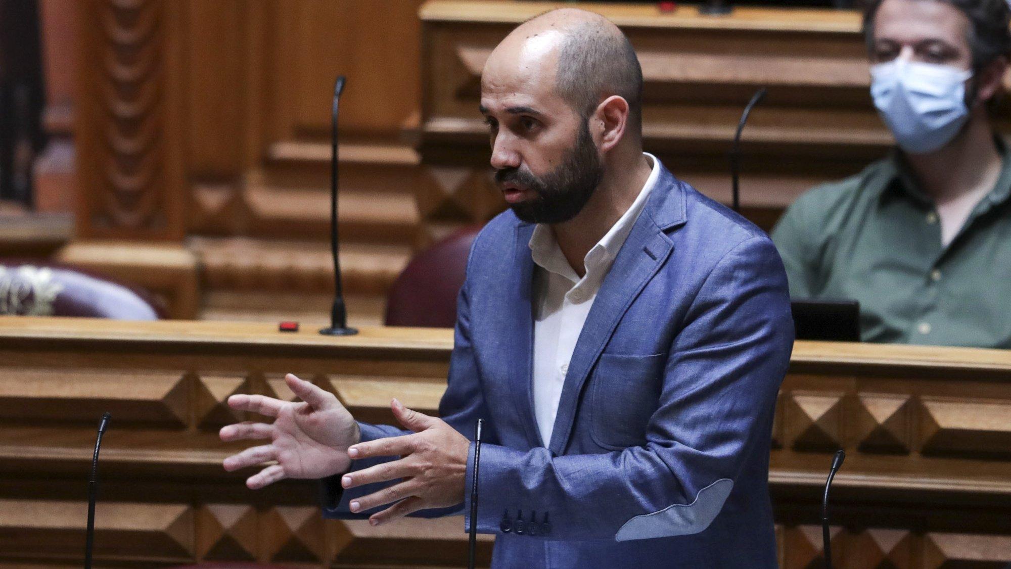 O deputado do Bloco de Esquerda (BE), Pedro Filipe Soares, intervém na sessão plenária do debate preparatório do Conselho Europeu, na Assembleia da República, em Lisboa, 20 de outubro de 2021. TIAGO PETINGA/LUSA