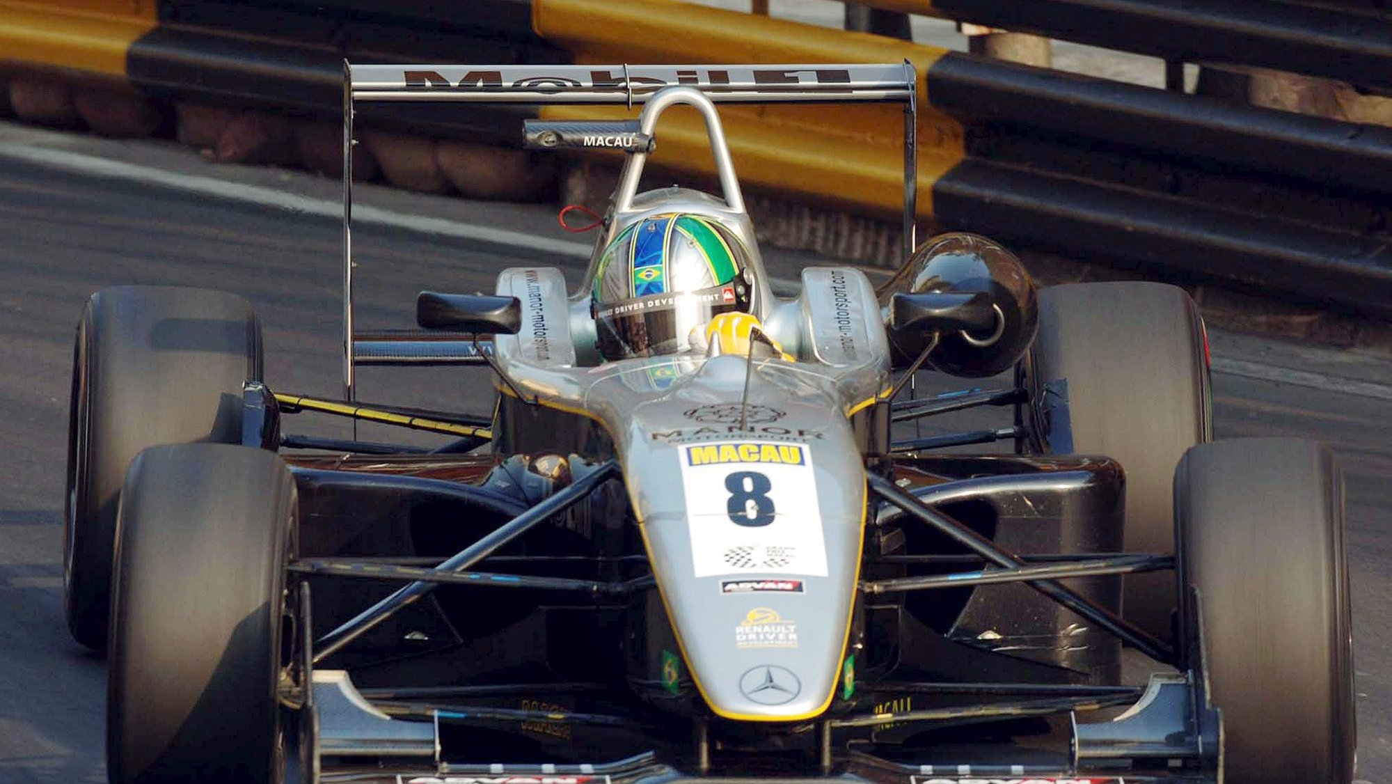 epa00578971 Brazilian F3 driver Lucas di Grassi in action on his way to win the FIA Formula 3 Intercontinental Cup race, at the Macau Grand Prix, in Macao, China, Sunday, 20 November 2005  EPA/CARMO CORREIA