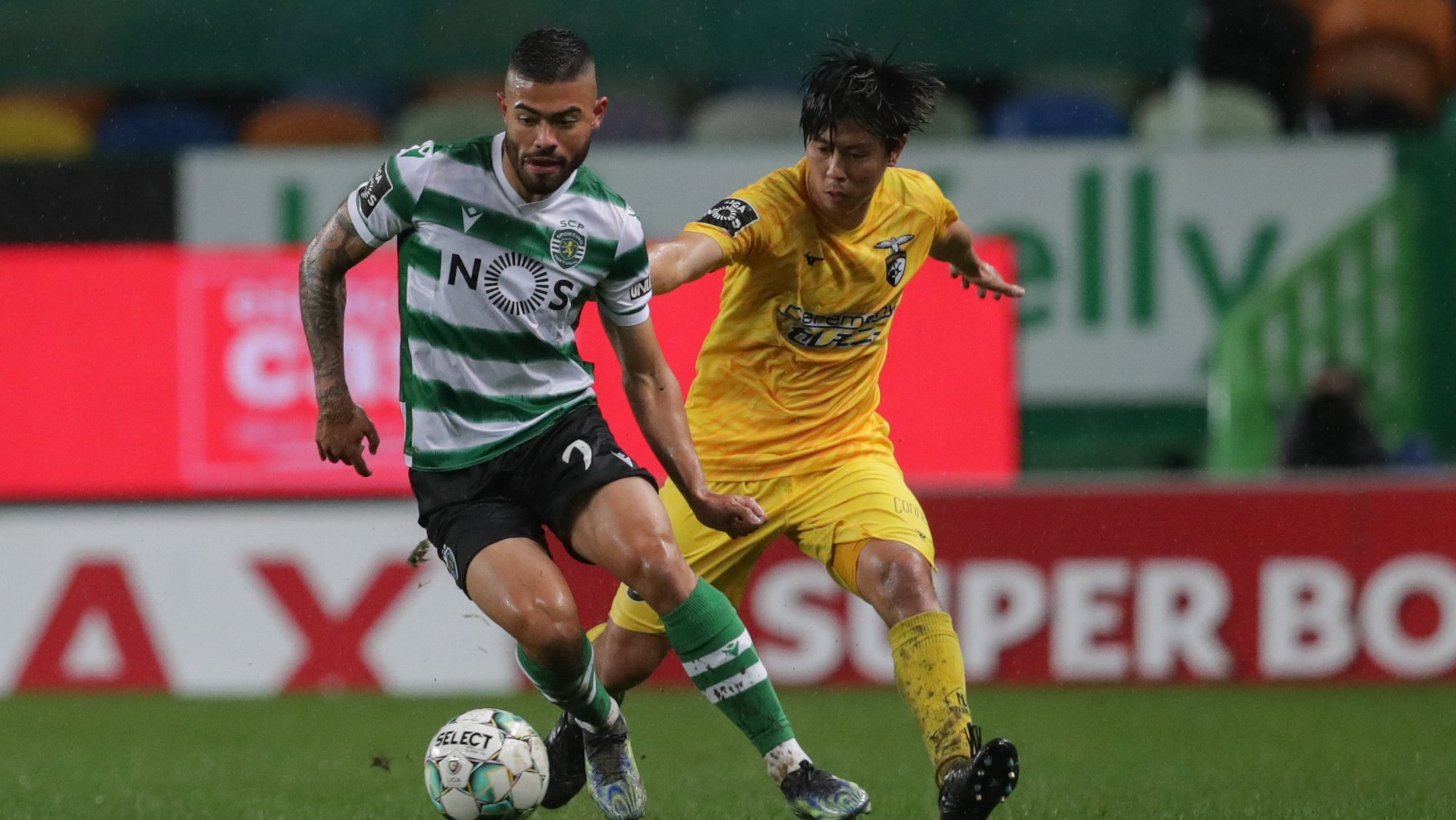 Sporting's player Bruno Tabata (L) in action against Portimonense's player Koki Anzai (R) during the Portuguese First League soccer match, Sporting vs Portimonense, held at Alvalade stadium in Lisbon, Portugal, 20 February 2021. TIAGO PETINGA/LUSA