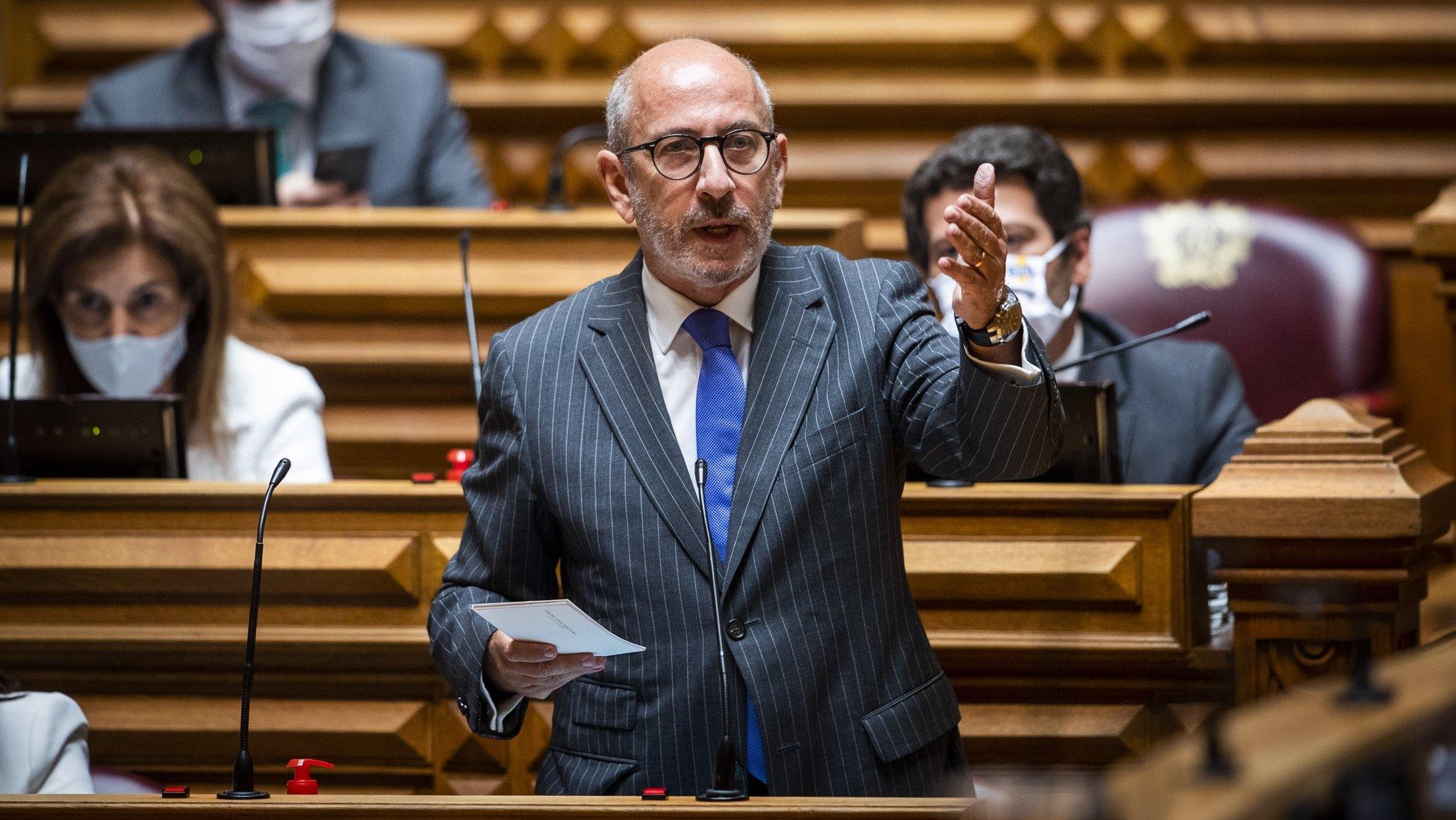O líder parlamentar do CDS-PP, Telmo Correia, usa da palavra, durante o debate quinzenal, na Assembleia da República, em Lisboa, 03 de junho de 2020. JOSÉ SENA GOULÃO/LUSA