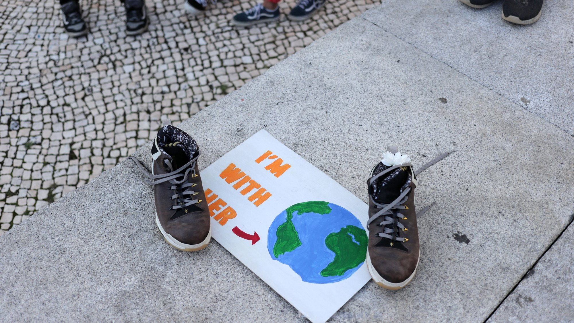 Manifestação Climática Global organizada pelo movimento Salvar o Clima, na sequência da iniciativa internacional liderada pela ativista sueca Greta Thunberg destinada a exigir medidas ambientais em defesa do planeta, no Porto, 25 de setembro de 2020. ESTELA SILVA/LUSA