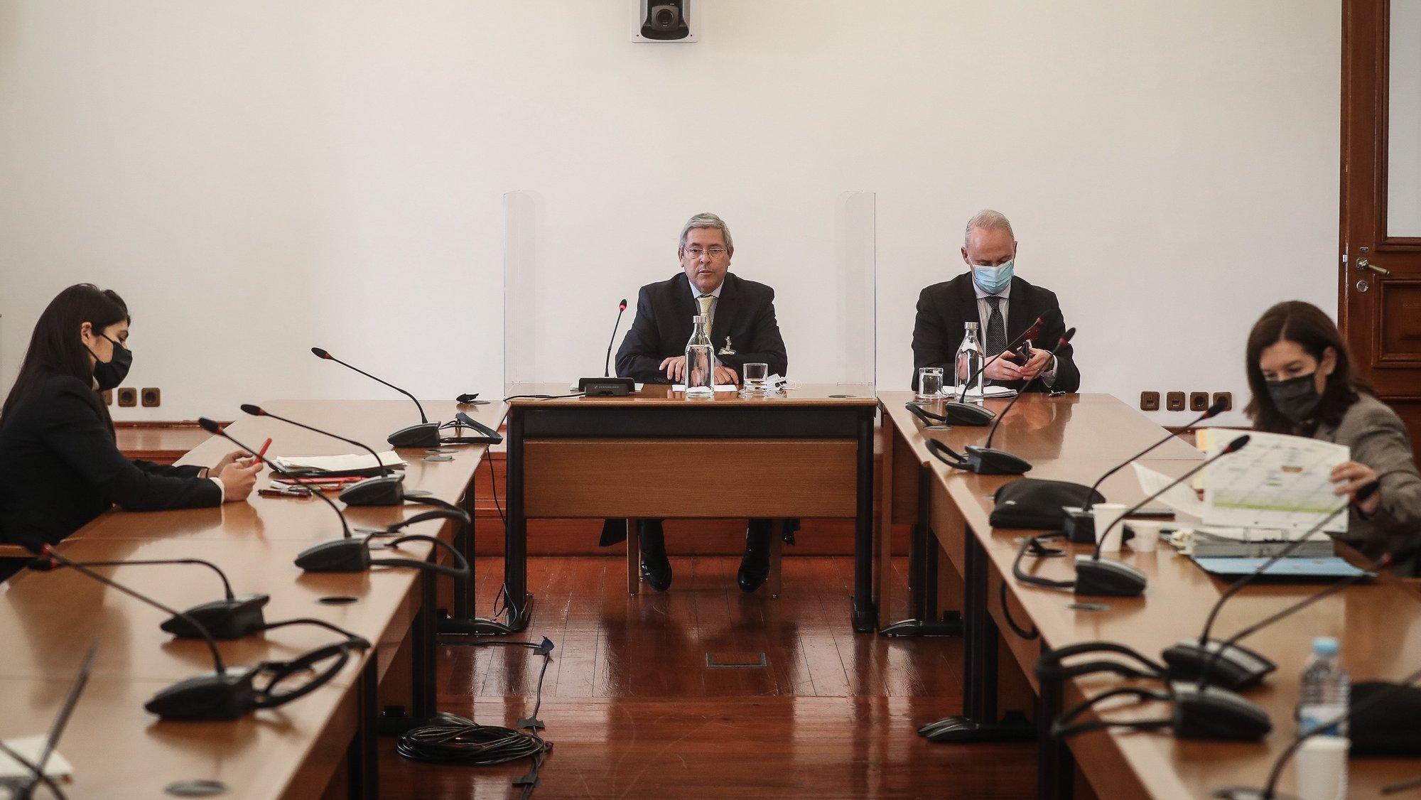 O administrador do Grupo Moniz da Maia, Bernardo Moniz da Maia (2-E), durante a sua audição perante a comissão eventual de Inquérito Parlamentar às perdas registadas pelo Novo Banco e imputadas ao Fundo de Resolução, na Assembleia da República, em Lisboa, 30 de abril de 2021. MÁRIO CRUZ/LUSA