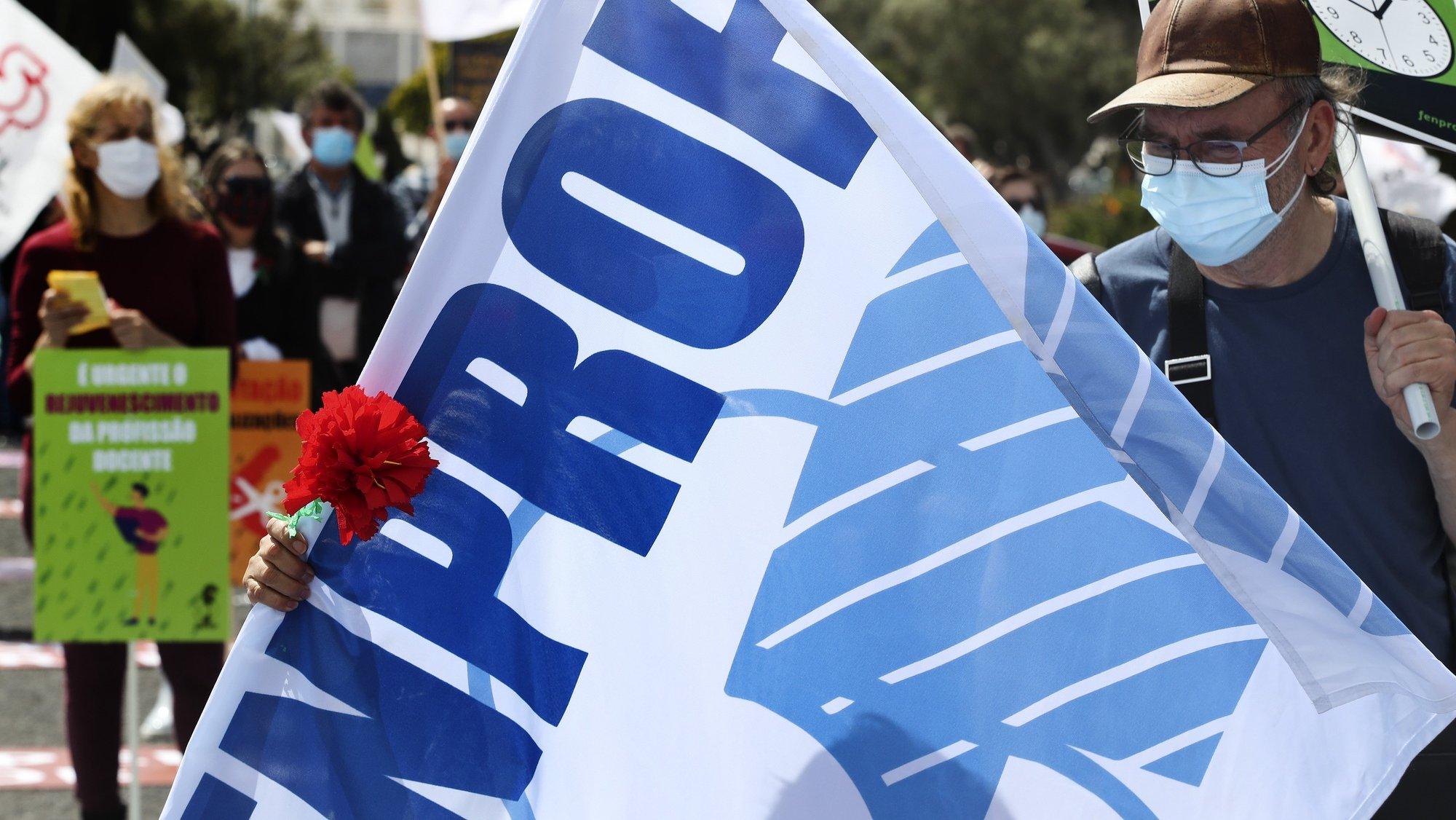 Ação nacional de luta de professores convocada pela federação sindical FENPROF para exigir do governo diálogo, negociação, soluções para os problemas e respeito pelos professores e educadores, como denunciar no espaço geopolítico temporariamente presidido por Portugal, os problemas que se vivem na educação, junto ao Centro Cultural de Belém, em Lisboa, 24 de abril de 2021. MANUEL DE ALMEIDA/LUSA