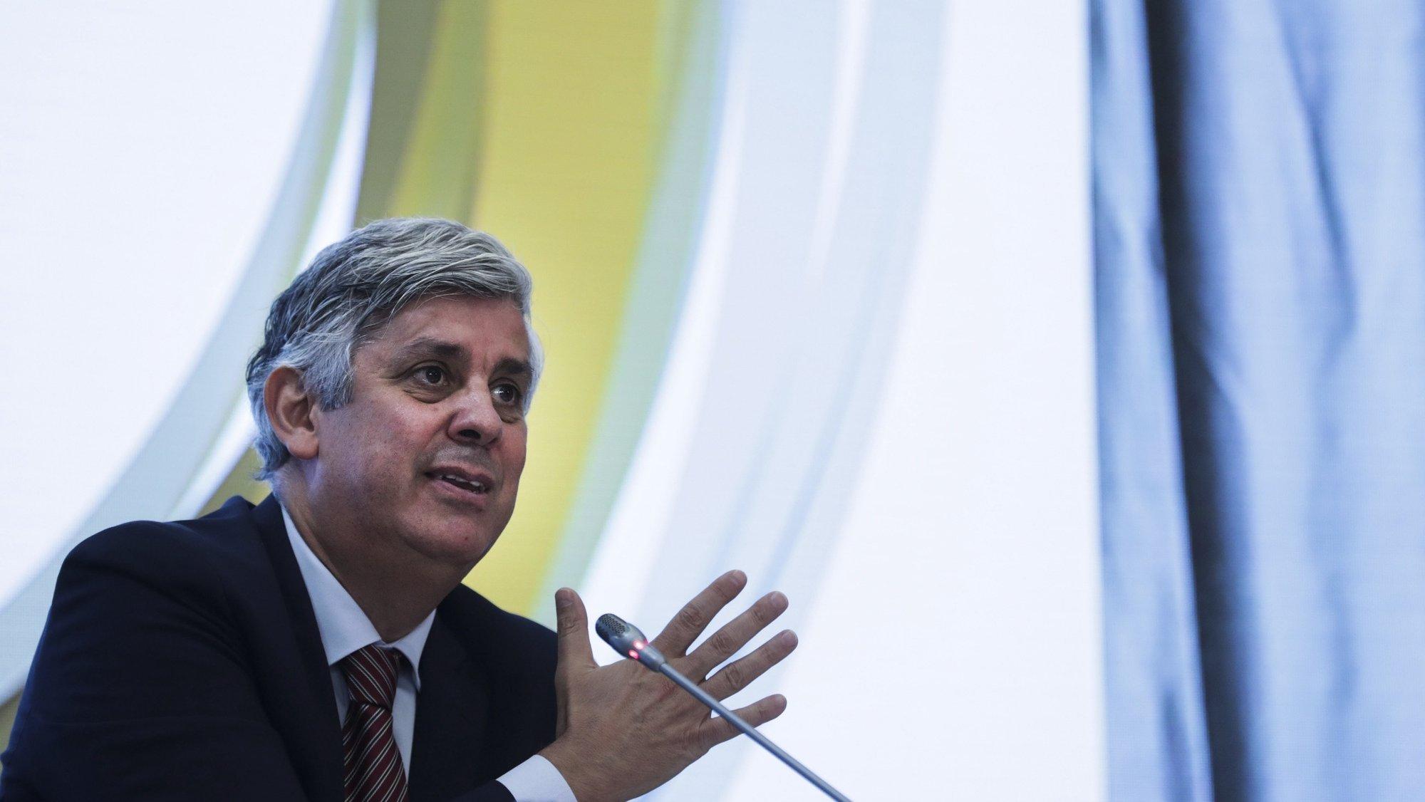 O Governador do Banco de Portugal, Mário Centeno, apresenta o Boletim Económico de outubro de 2021, na sede da instituíção em Lisboa, 06 de outubro de 2021. O Boletim Económico de outubro inclui projeções macroeconómicas para o conjunto do ano e faz uma primeira análise da evolução da economia portuguesa em 2021. TIAGO PETINGA/LUSA