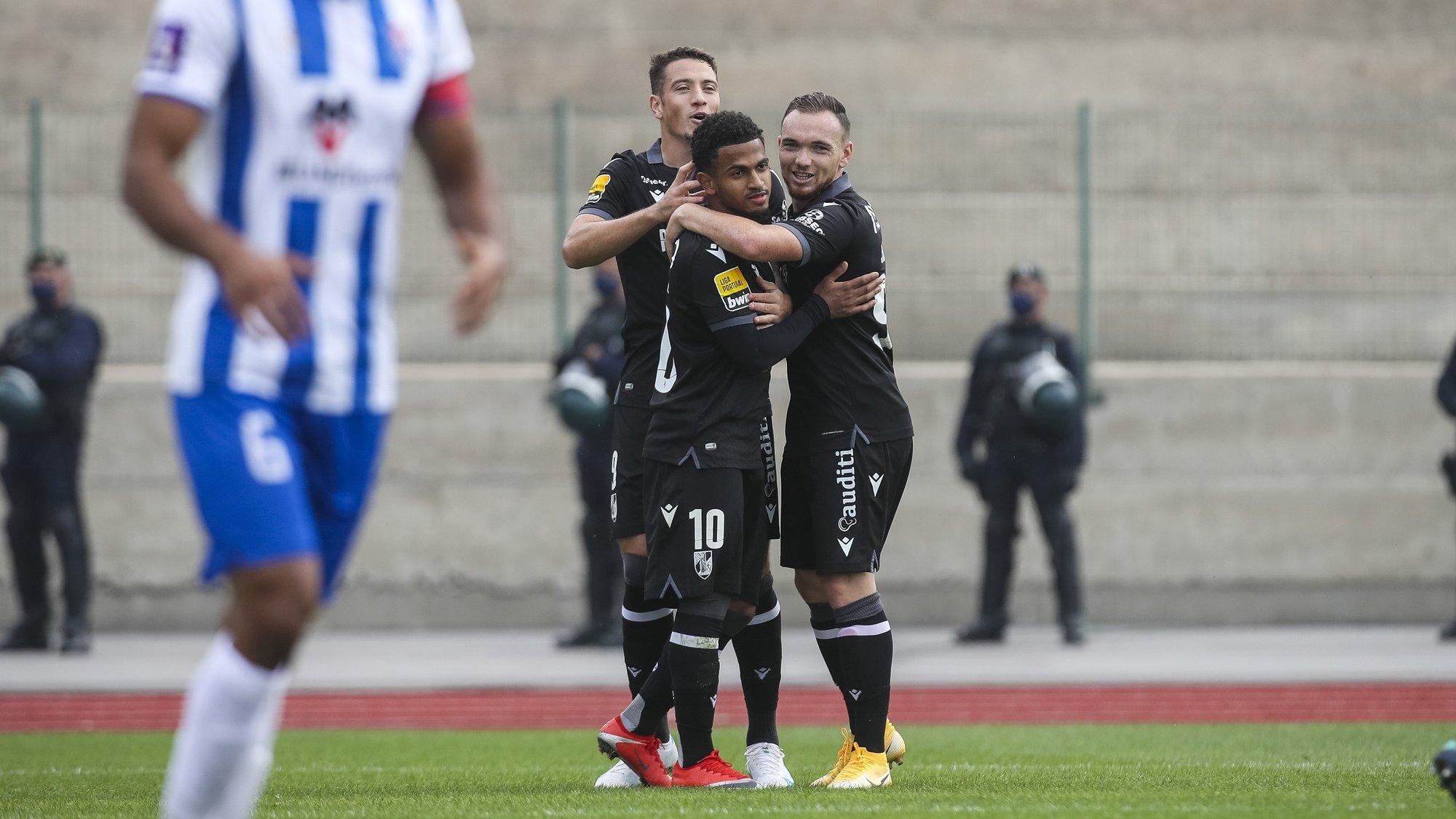 Edwards do V.Guimarães celebra após marcar um golo durante o jogo da Taça de Portugal Oliveira do Hospital vs V.Guimarães, disputado no Estádio Municipal de Tábua, 16 de outubro de 2021. PAULO NOVAIS/LUSA