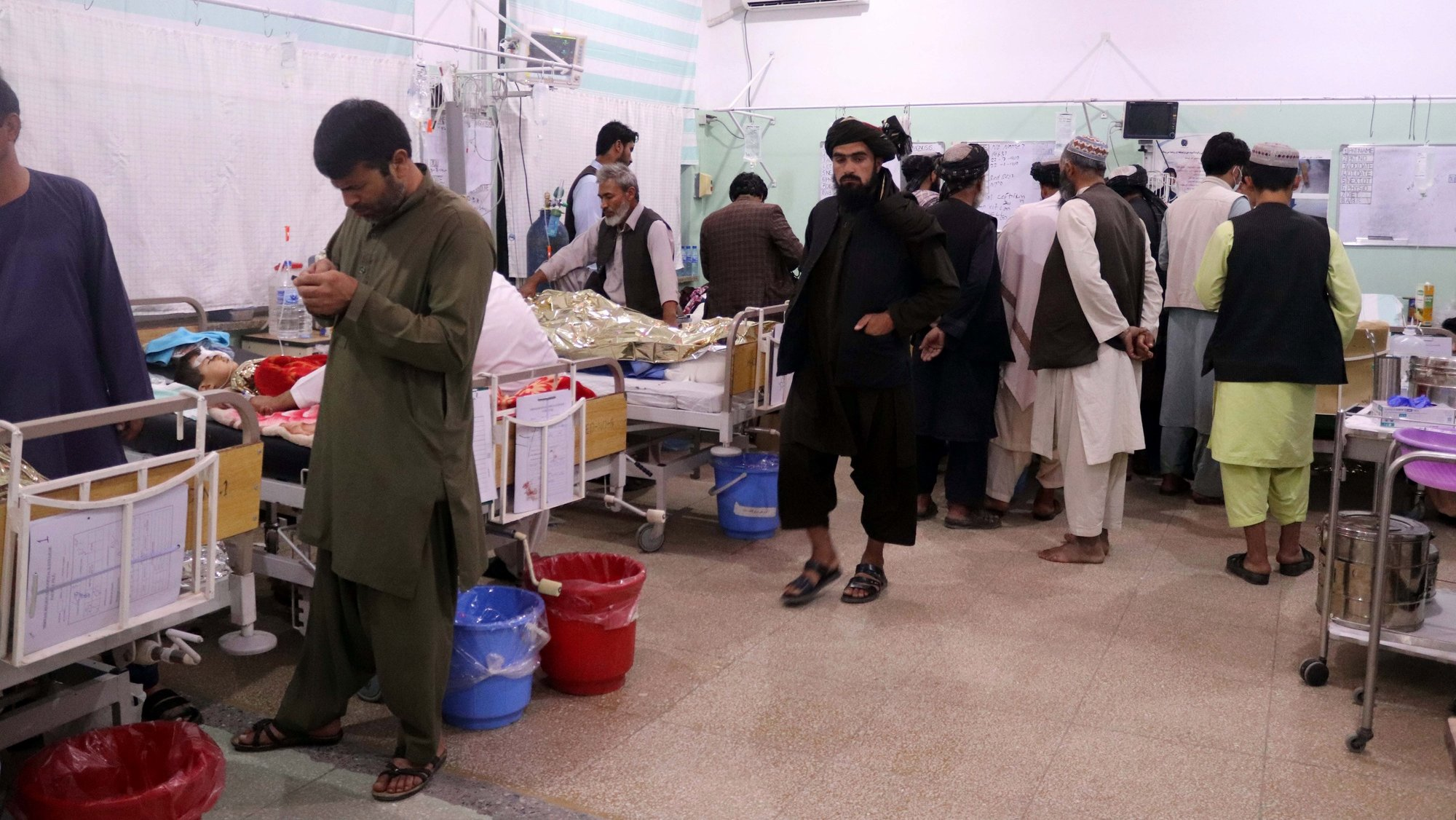 epa09526075 Injured victims of the bomb blast during Friday congregational prayers at Shi'ite Muslims Mosque, receive treatment at a hospital in Kandahar, Afghanistan, 15 October 2021. At least 32 worshipers died, and many others suffered injuries in a powerful explosion that ripped through a Shi'ite mosque in the southern Afghan city of Kandahar during Friday prayers, officials said. The Islamic State has carried out numerous attacks, in recent years, against the Shia minority, especially the Hazaras. The Taliban have launched massive operations against the Islamic State in different Afghan provinces, aiming to finish a group that they consider the main threat to their government.  EPA/STRINGER ATTENTION: GRAPHIC CONTENT