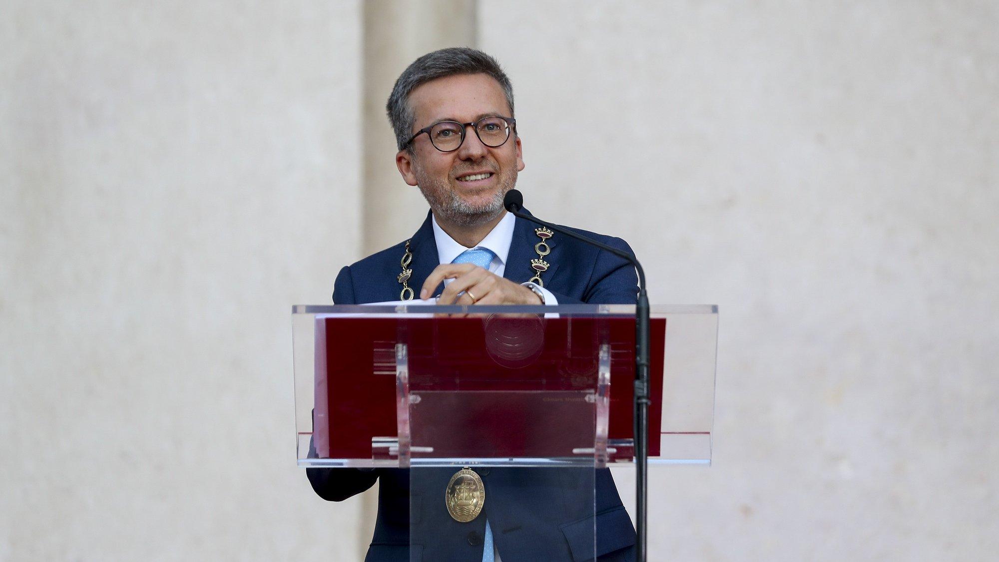 O novo presidente da Câmara Municipal de Lisboa, Carlos Moedas, intervém durante a cerimónia de instalação e posse do presidente e vereadores eleitos para a autarquia lisboeta, bem como dos deputados municipais eleitos para a Assembleia Municipal de Lisboa, realizada nos Paços do Concelho de Lisboa, 18 de outubro de 2021. ANTÓNIO COTRIM/LUSA