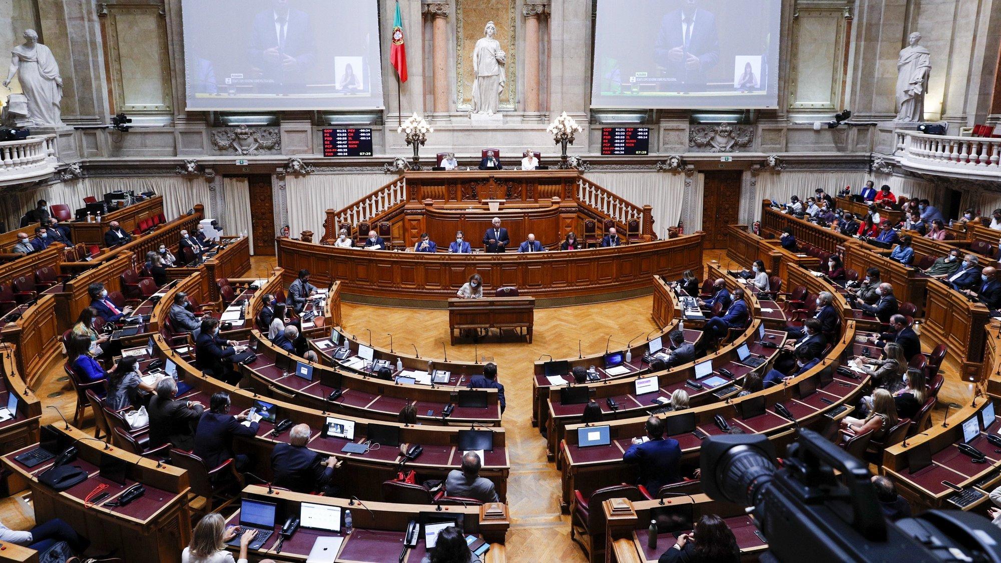 O primeiro-ministro, António Costa (C), intervém durante o debate sobre política geral, na Assembleia da República, em Lisboa, 07 de outubro de 2021. ANTÓNIO COTRIM/LUSA