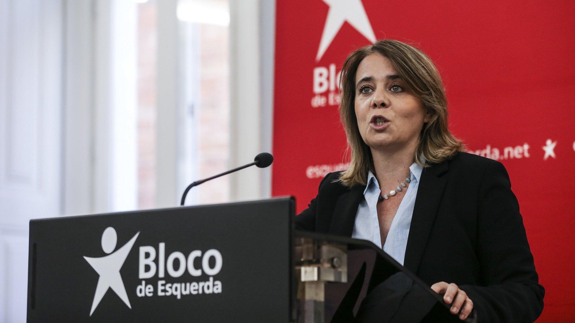 A coordenadora do Bloco de Esquerda (BE), Catarina Martins, fala aos jornalistas durante uma conferência de imprensa sobre as conclusões para o Orçamento do Estado para 2022, na sede nacional do partido, Lisboa, 24 de outubro de 2021. MANUEL DE ALMEIDA / LUSA